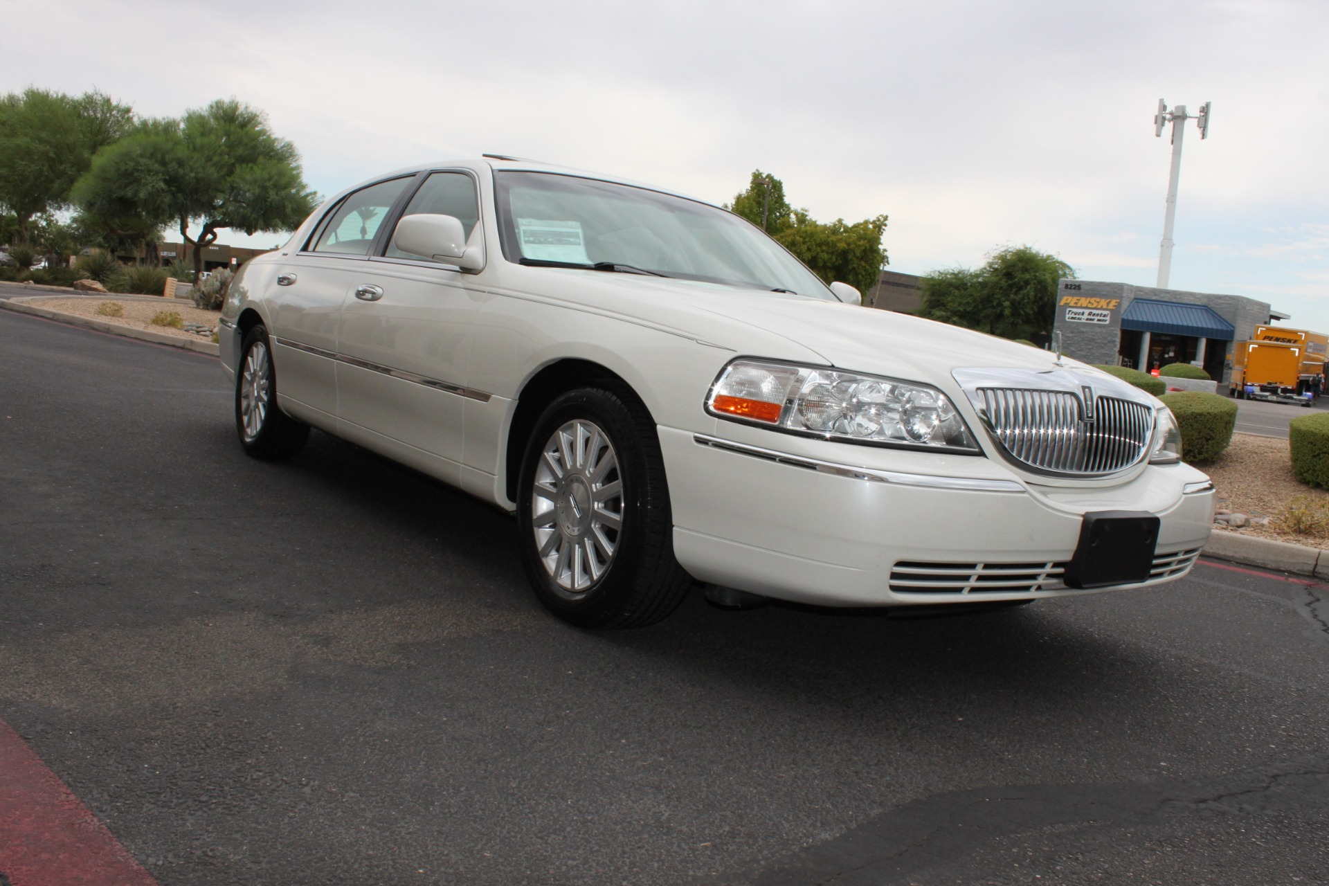 Used-2004-Lincoln-Town-Car-Ultimate-Ford
