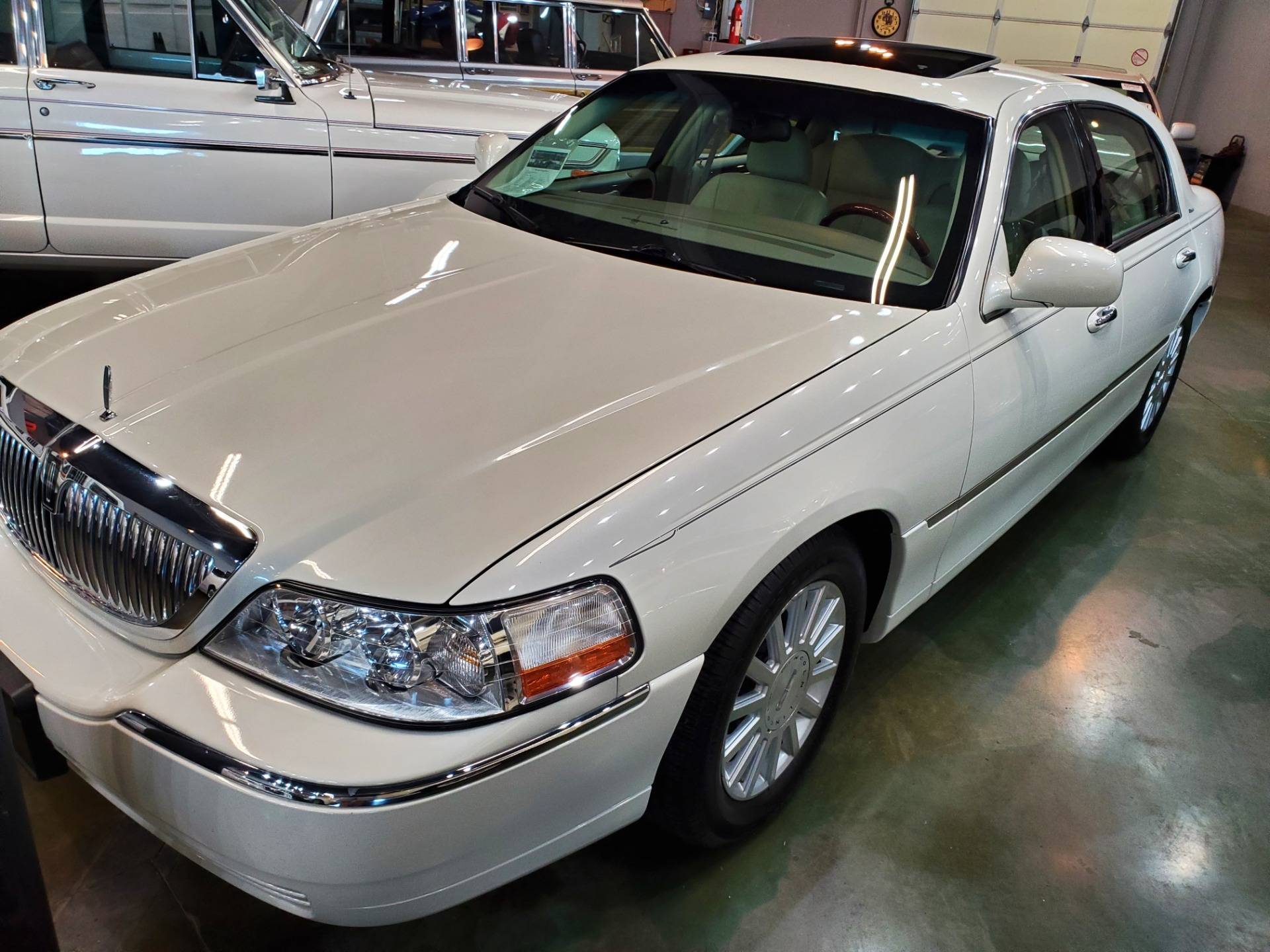 Used-2004-Lincoln-Town-Car-Ultimate-Lincoln