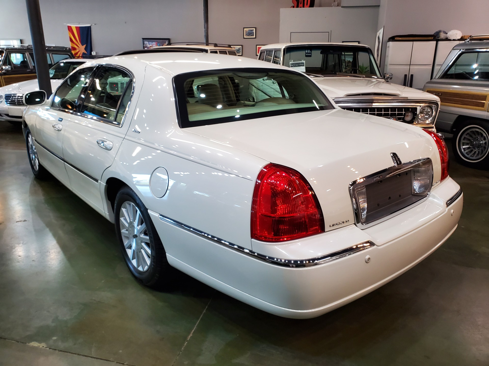 Used-2004-Lincoln-Town-Car-Ultimate-Land-Rover