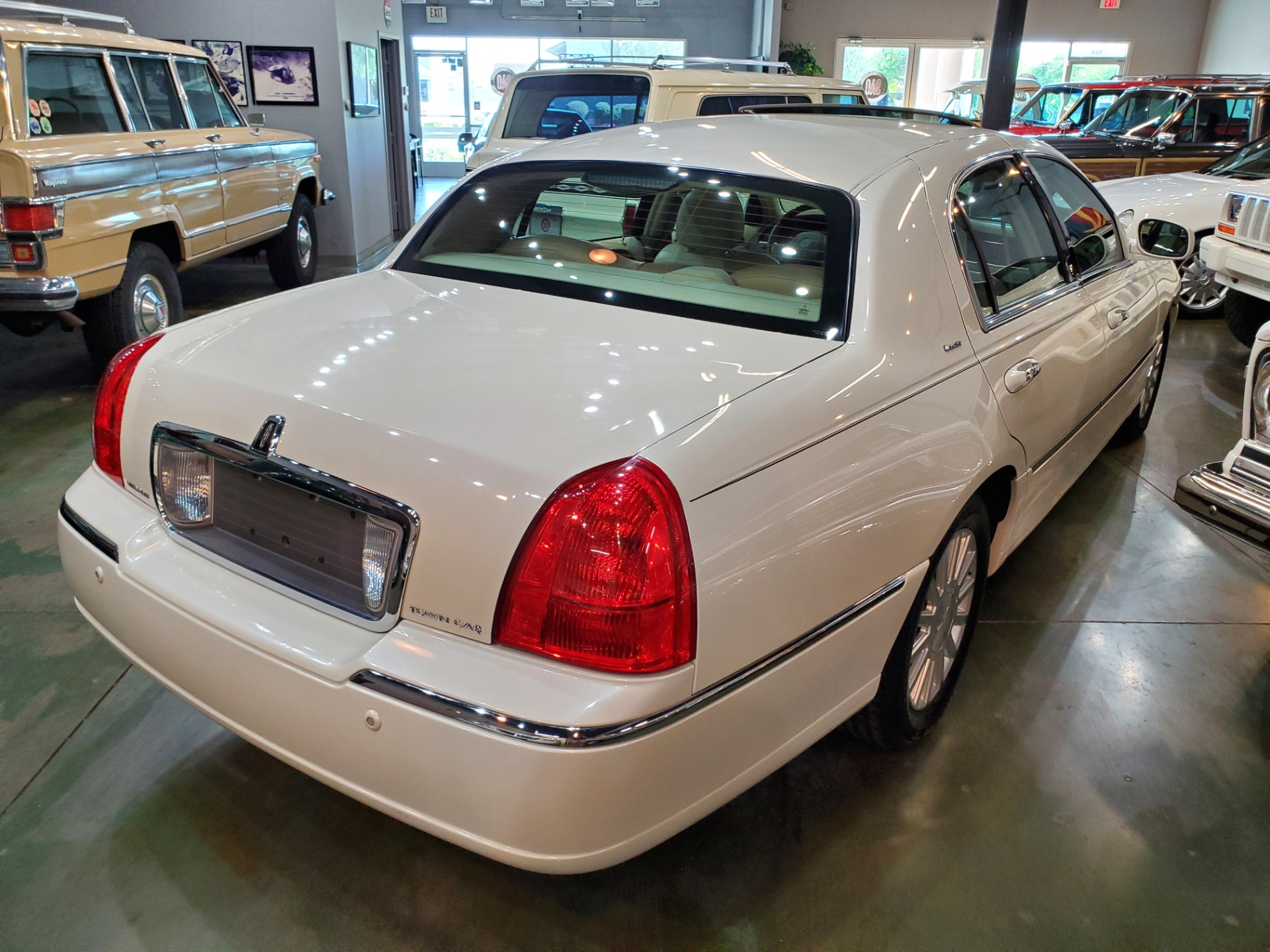 Used-2004-Lincoln-Town-Car-Ultimate-Range-Rover