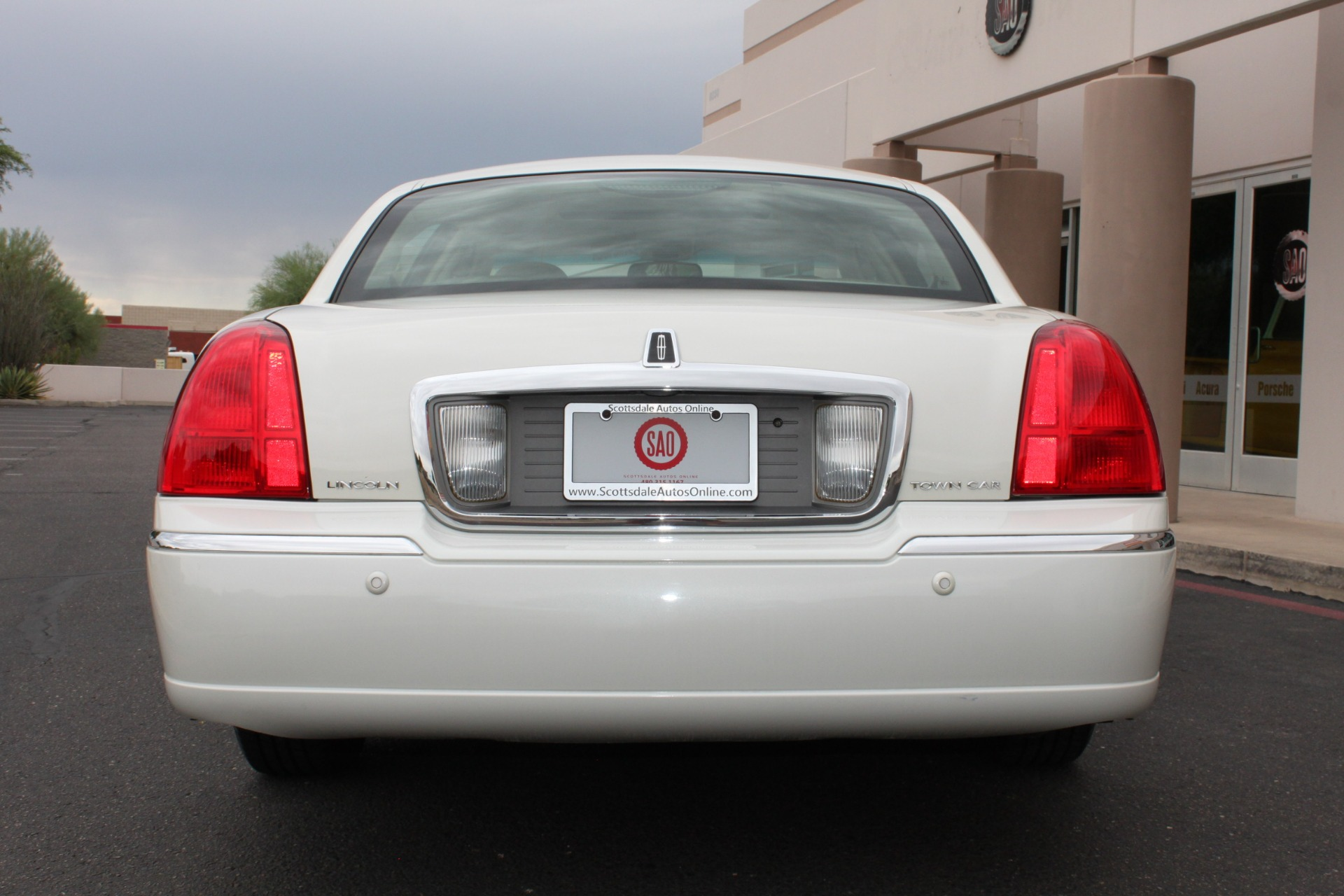 Used-2004-Lincoln-Town-Car-Ultimate-Mopar