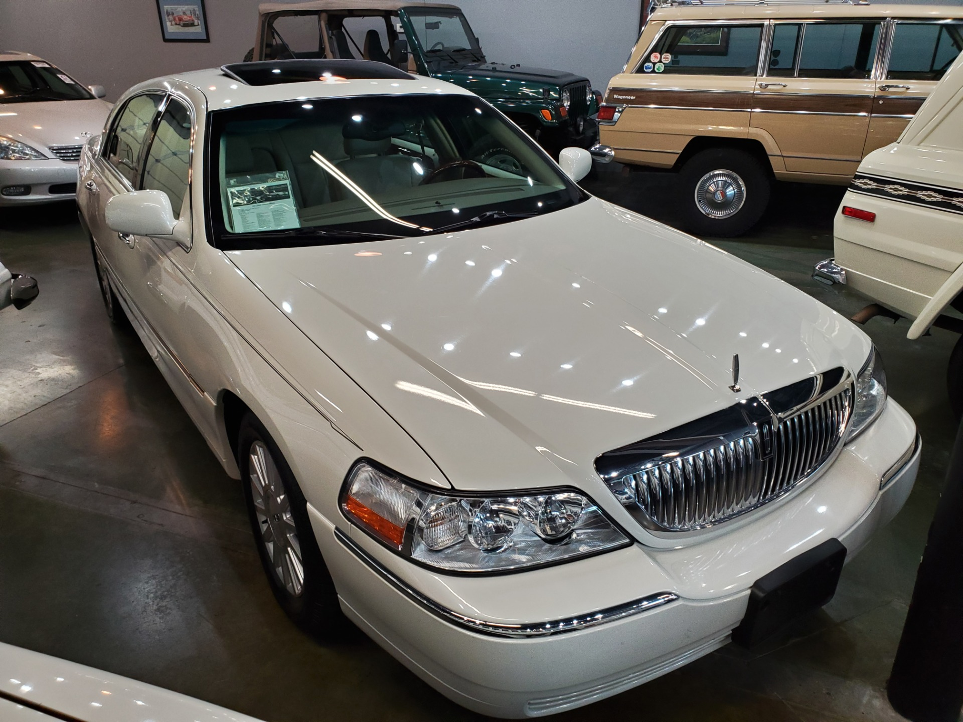 Used-2004-Lincoln-Town-Car-Ultimate-Porsche