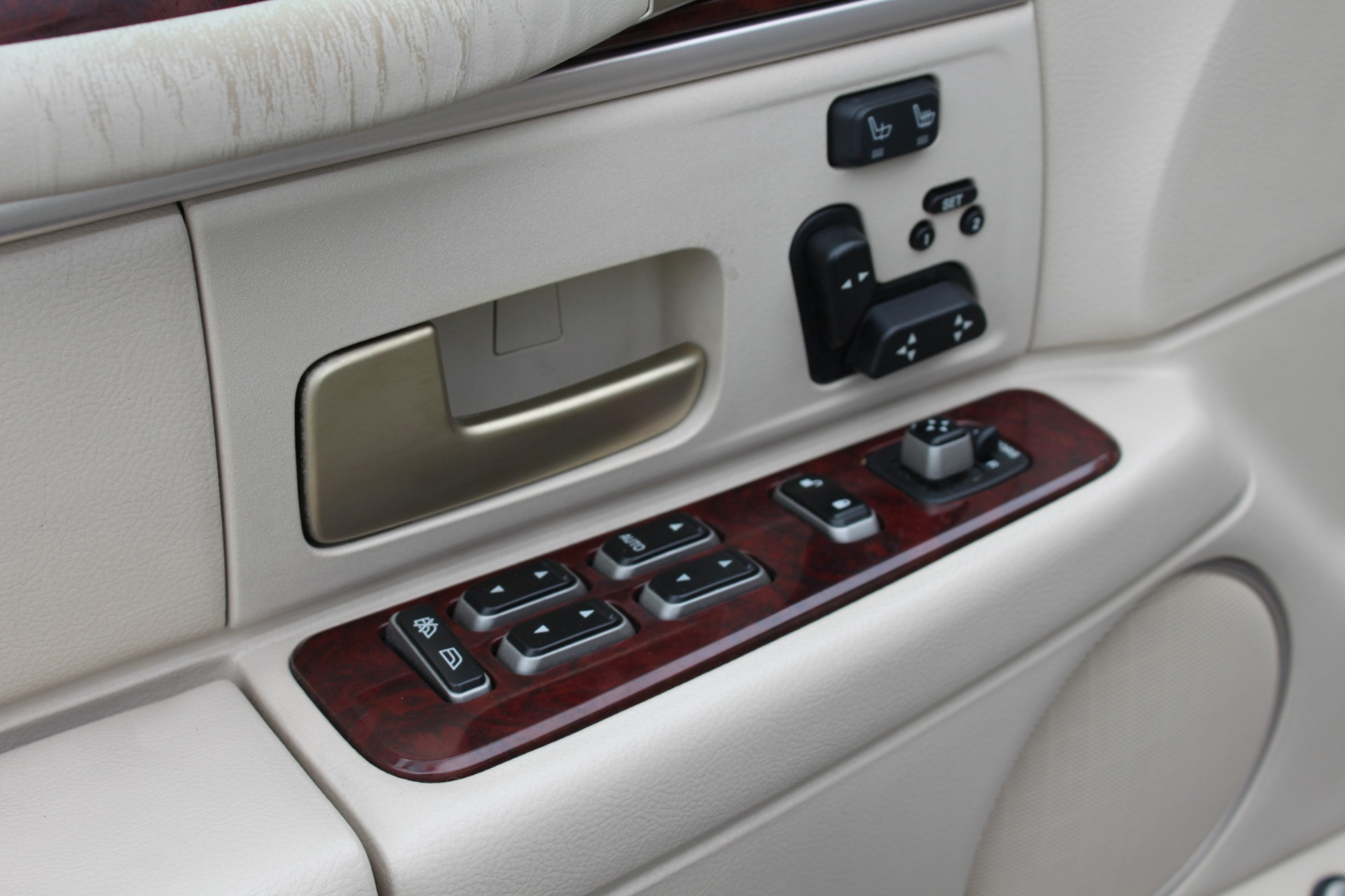 Used-2004-Lincoln-Town-Car-Ultimate-Grand-Wagoneer
