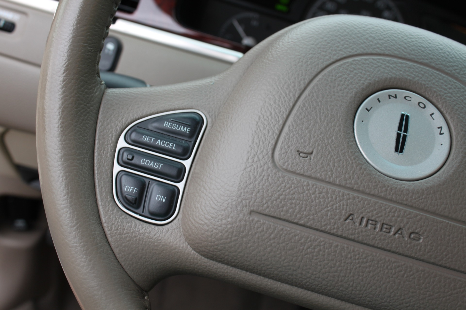 Used-2004-Lincoln-Town-Car-Ultimate-Cherokee
