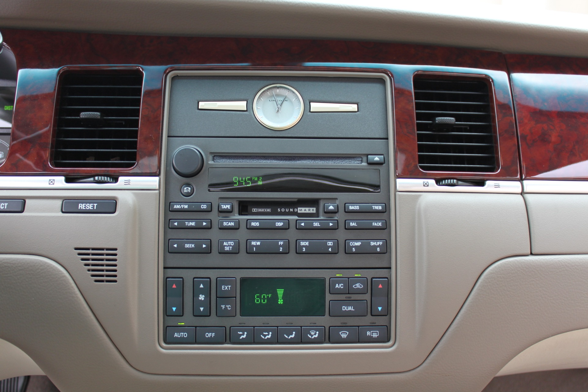 Used-2004-Lincoln-Town-Car-Ultimate-4X4