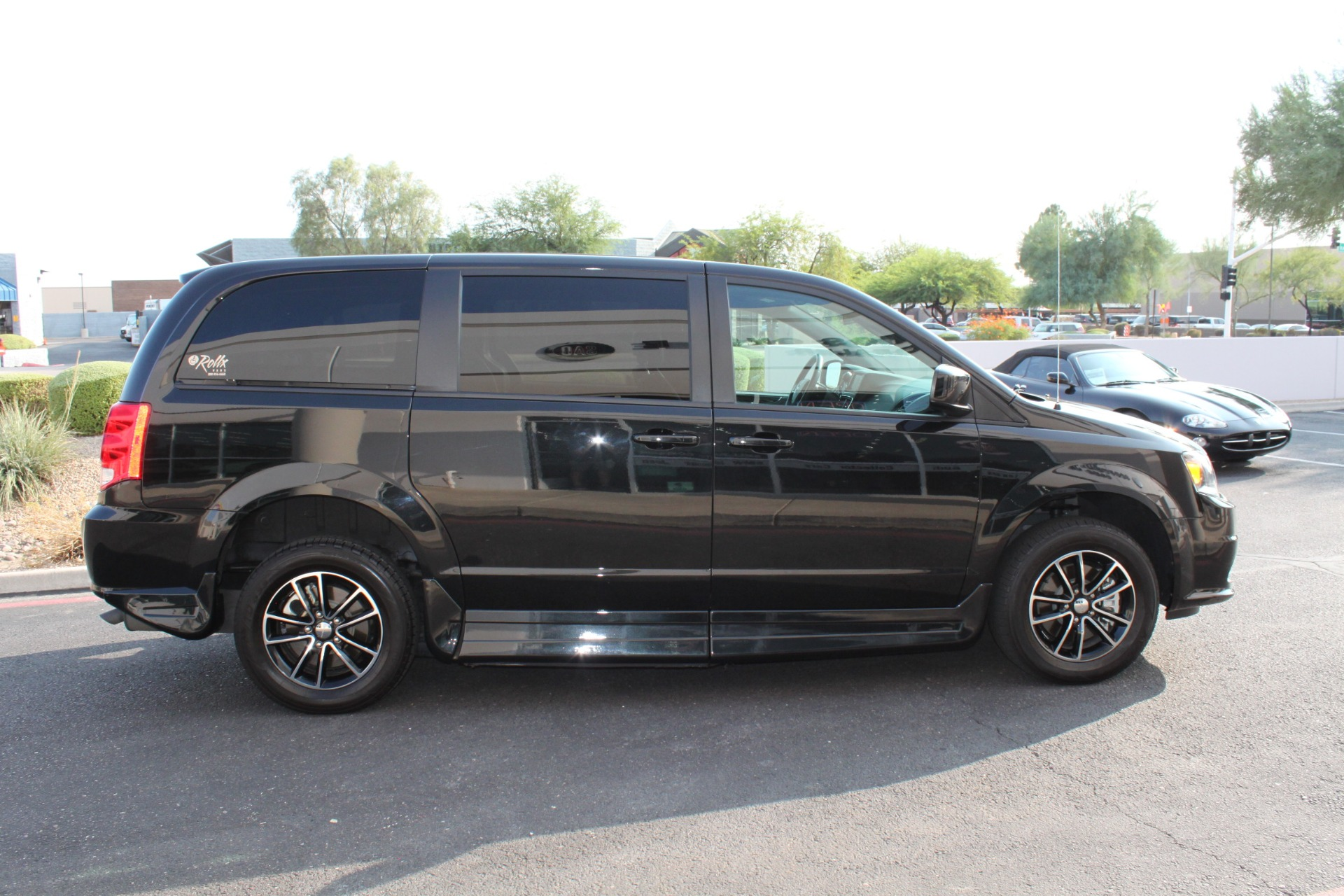 Used-2018-Dodge-Grand-Caravan-SXT-Rollx-Mobility-Conversion-Wrangler