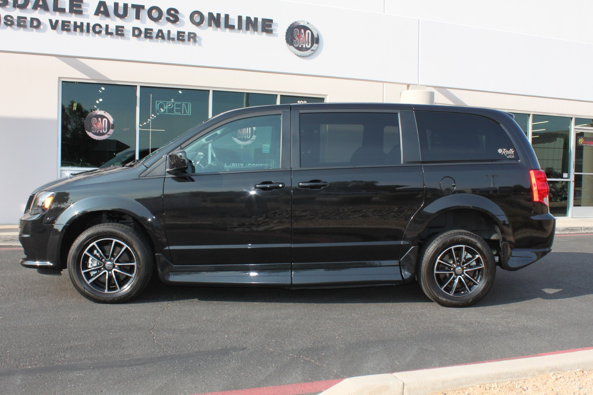 Used-2018-Dodge-Grand-Caravan-SXT-Rollx-Mobility-Conversion-Wagoneer