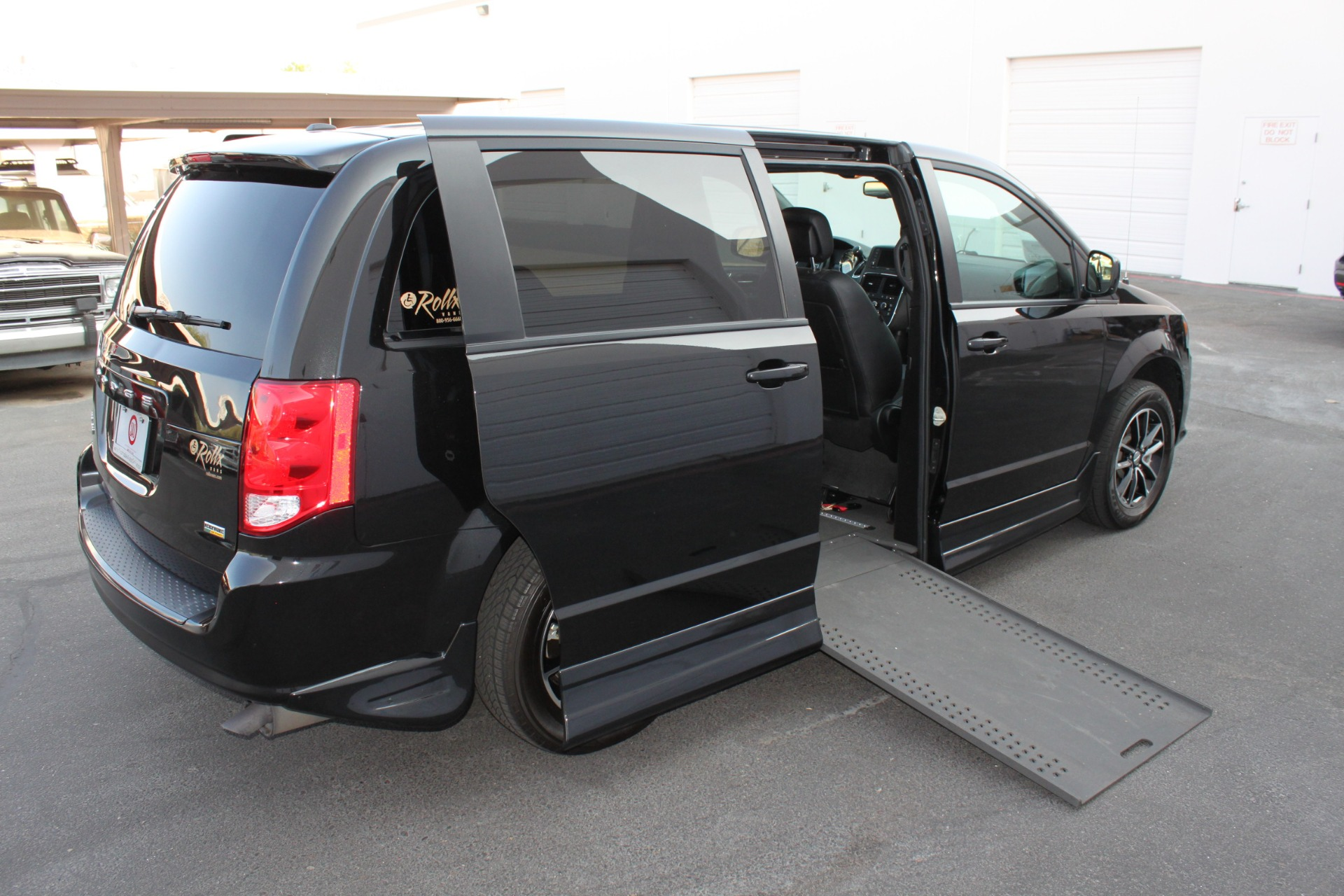 Used-2018-Dodge-Grand-Caravan-SXT-Rollx-Mobility-Conversion-Mini
