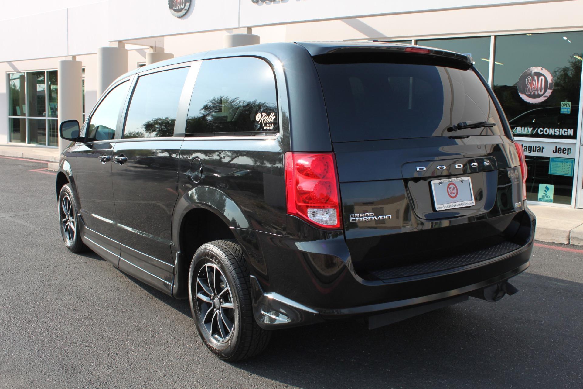 Used-2018-Dodge-Grand-Caravan-SXT-Rollx-Mobility-Conversion-Grand-Wagoneer