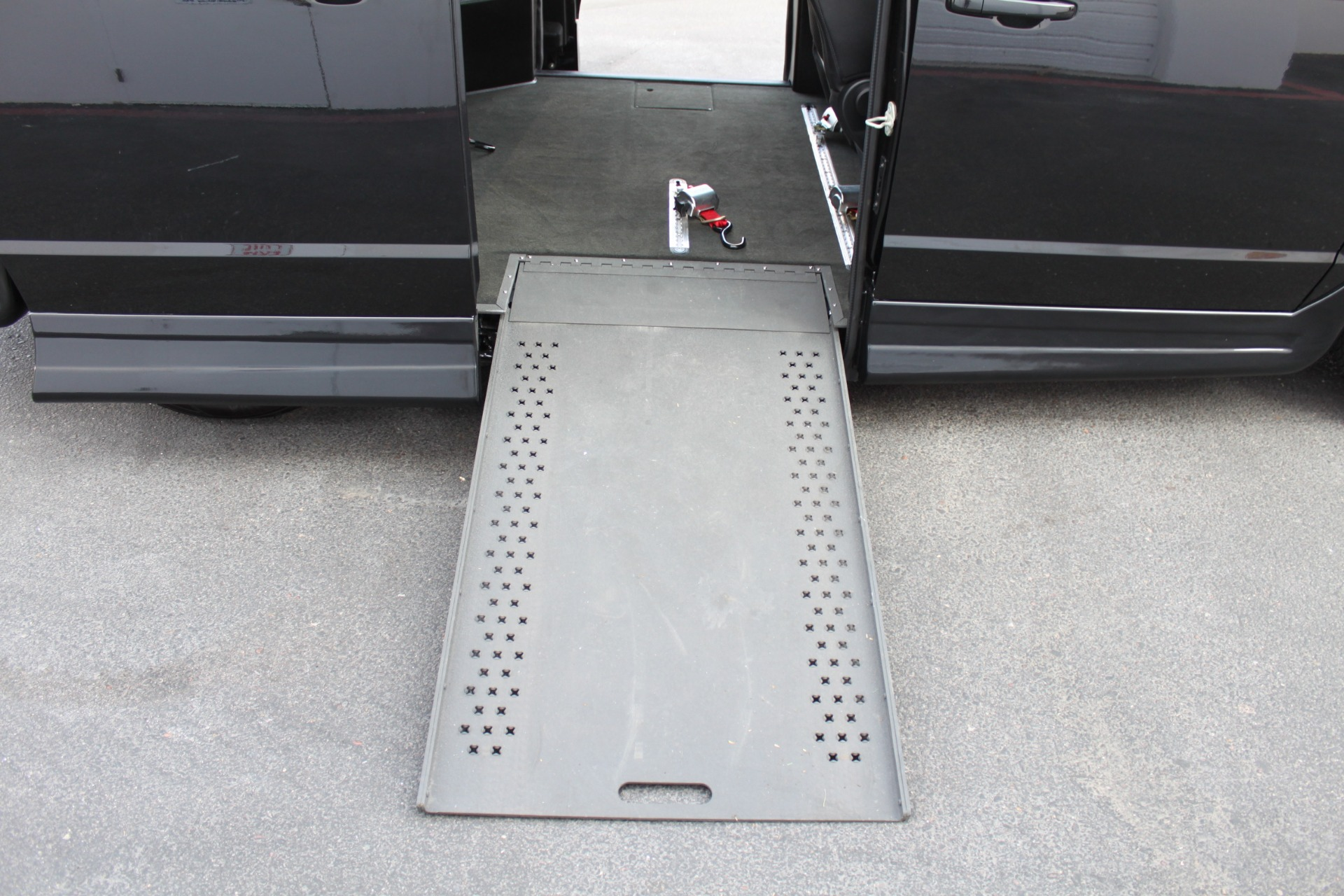 Used-2018-Dodge-Grand-Caravan-SXT-Rollx-Mobility-Conversion-Ford