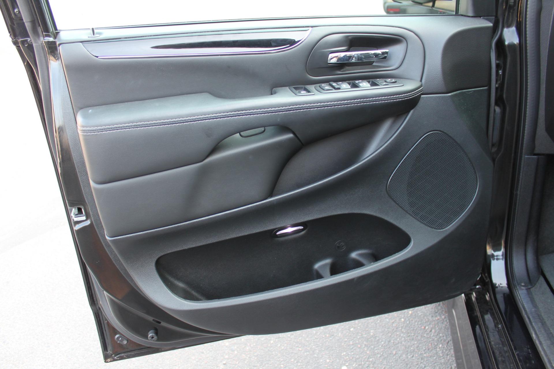 Used-2018-Dodge-Grand-Caravan-SXT-Rollx-Mobility-Conversion-Jaguar