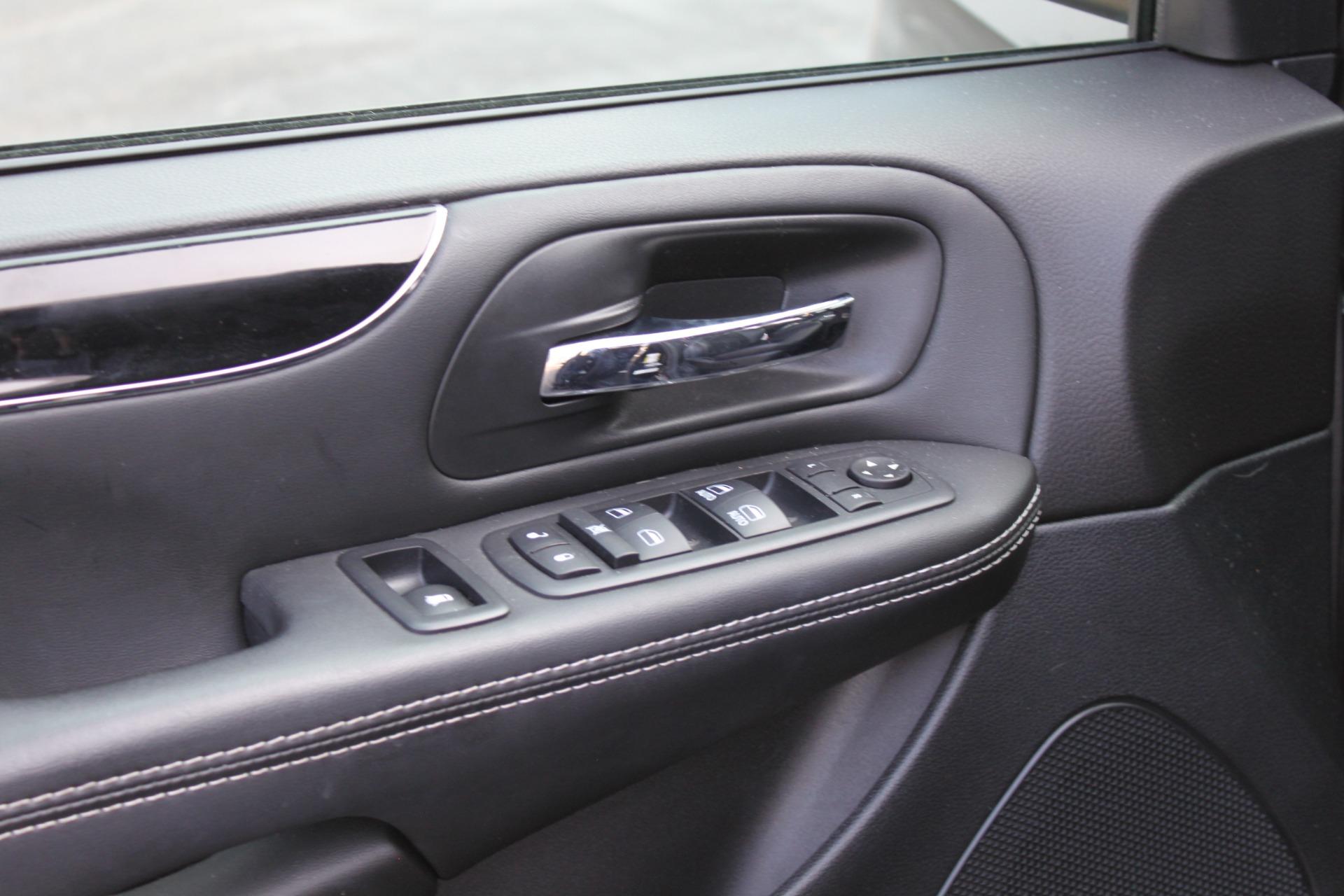 Used-2018-Dodge-Grand-Caravan-SXT-Rollx-Mobility-Conversion-XJ