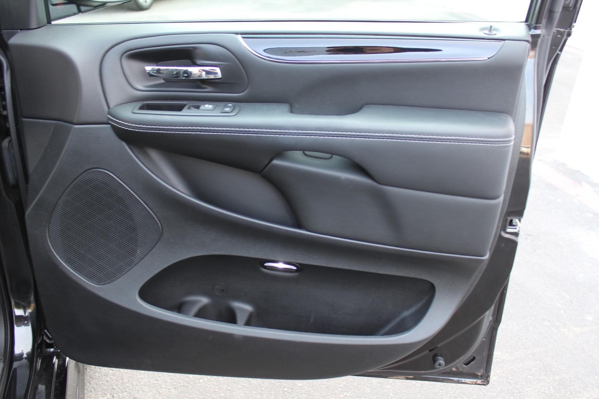 Used-2018-Dodge-Grand-Caravan-SXT-Rollx-Mobility-Conversion-vintage