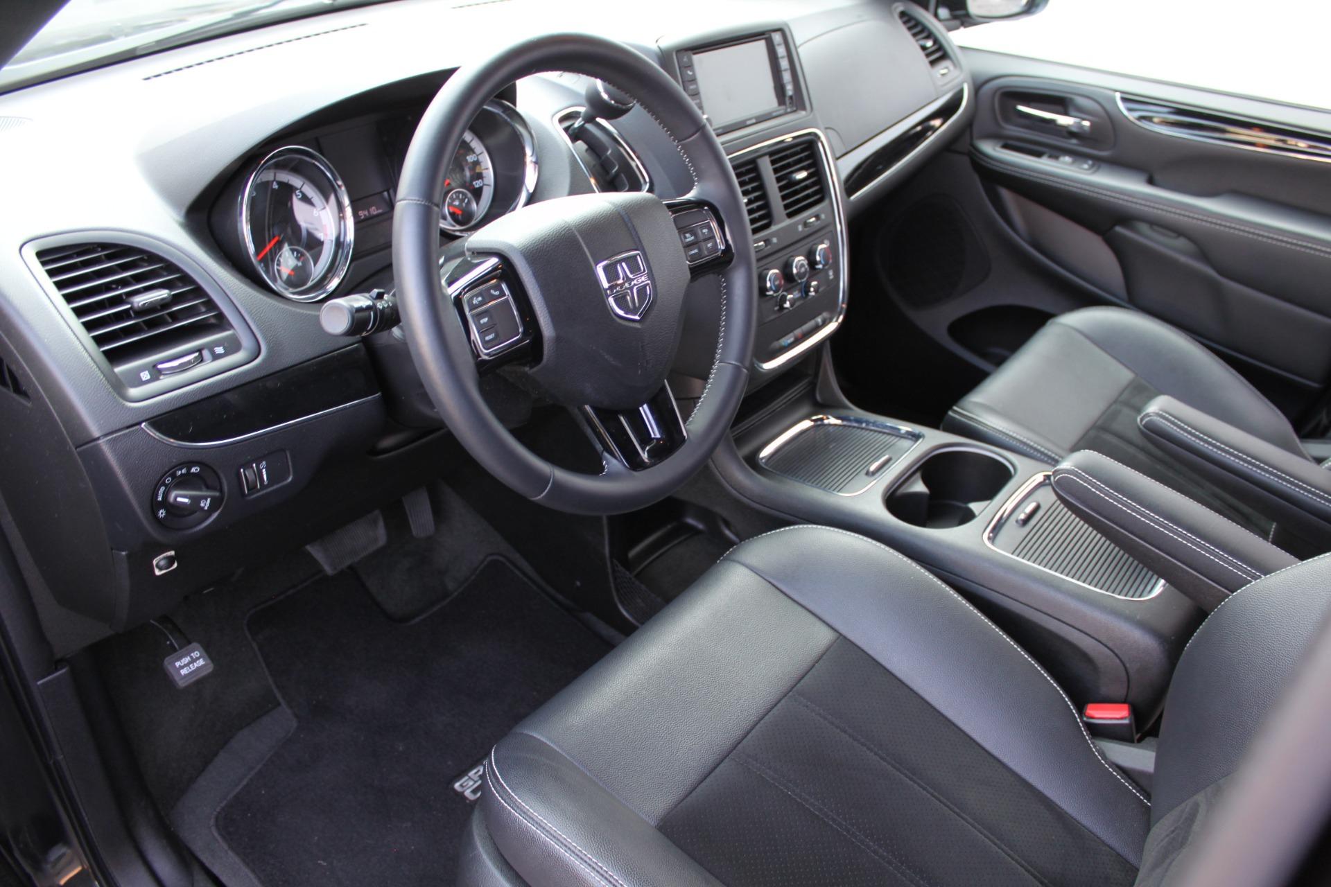 Used-2018-Dodge-Grand-Caravan-SXT-Rollx-Mobility-Conversion-Collector