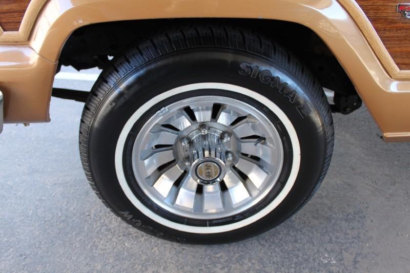 Used-1983-Jeep-Wagoneer-Limited-4X4-Ferrari-Dealership-Lake-Forest