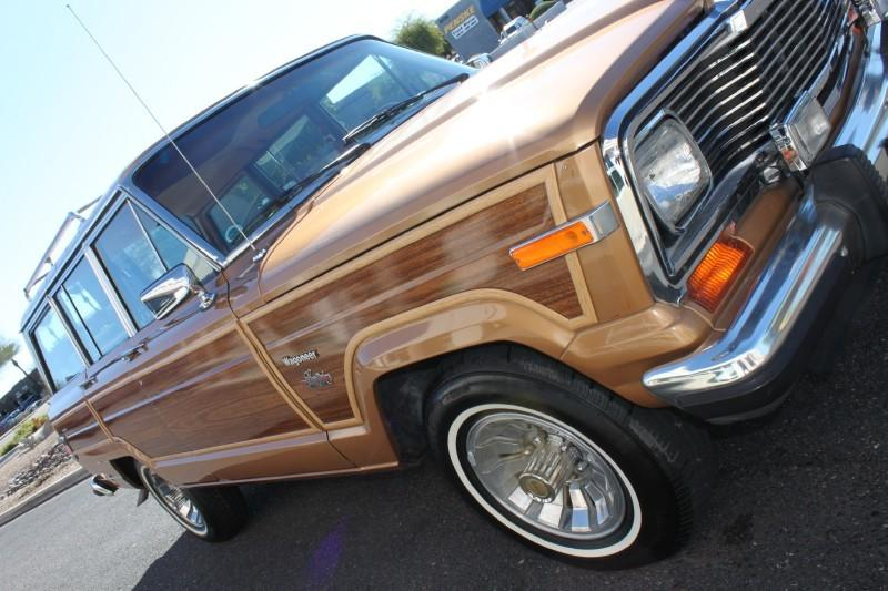 Used-1983-Jeep-Wagoneer-Limited-4X4-New-Ferrari-Lake-County