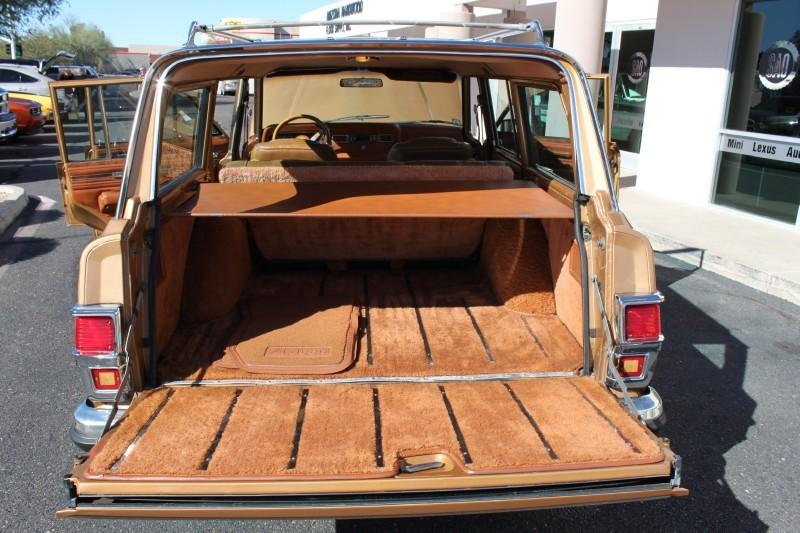 Used-1983-Jeep-Wagoneer-Limited-4X4-Service-shop-Libertyville