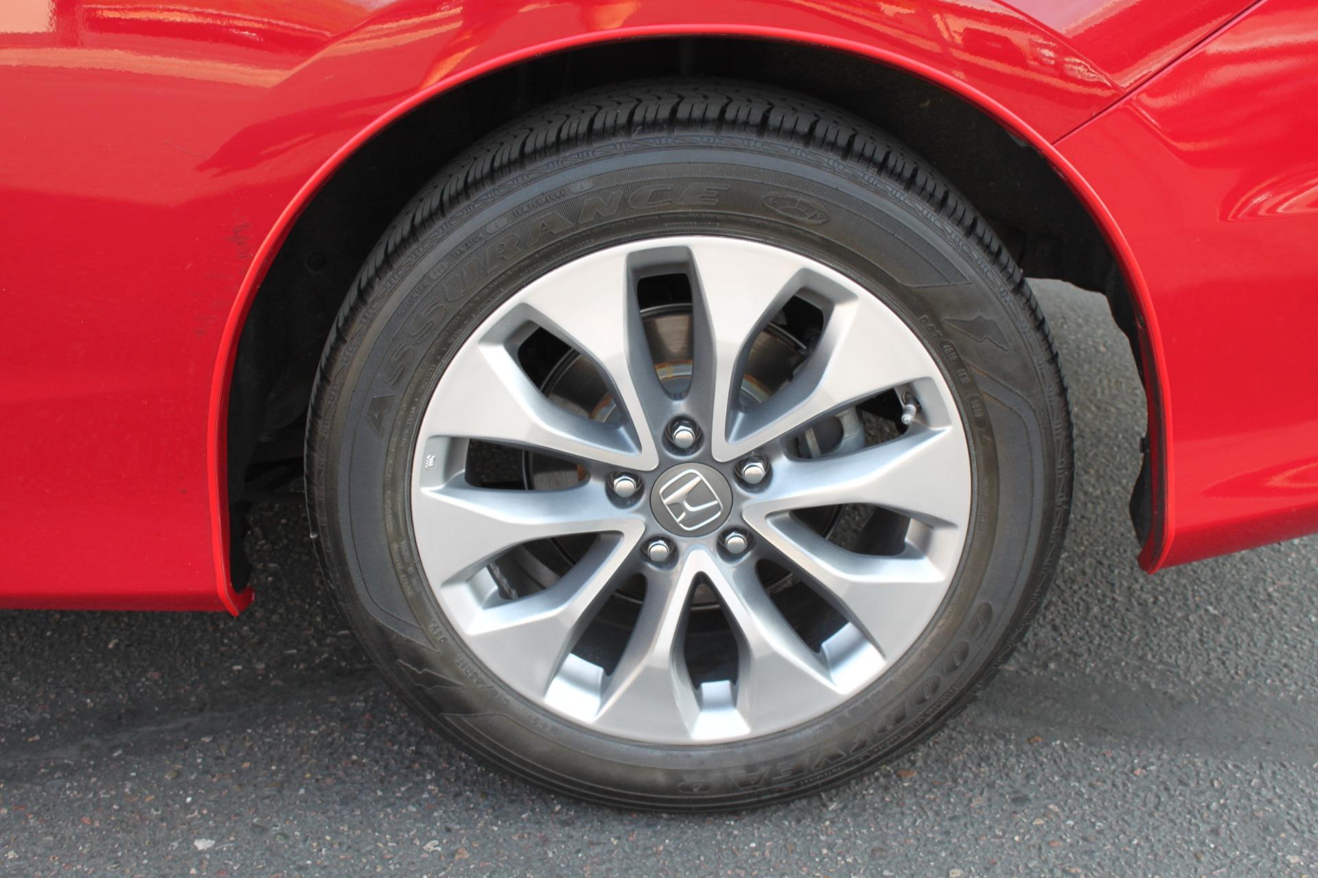 Used-2013-Honda-Accord-Coupe-EX-L-w/Nav-Fiat