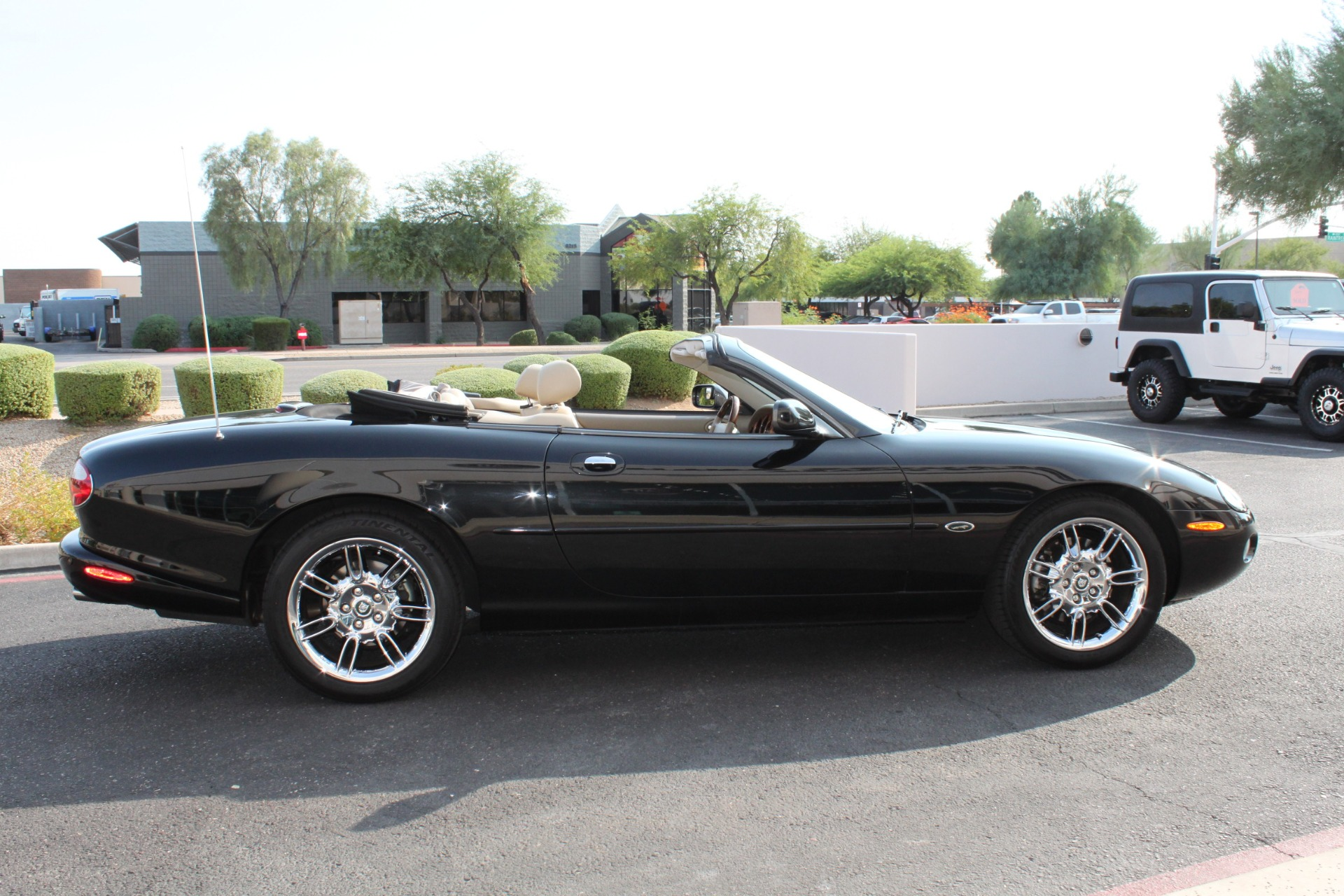 Used-2002-Jaguar-XK8-Convertible-Collector