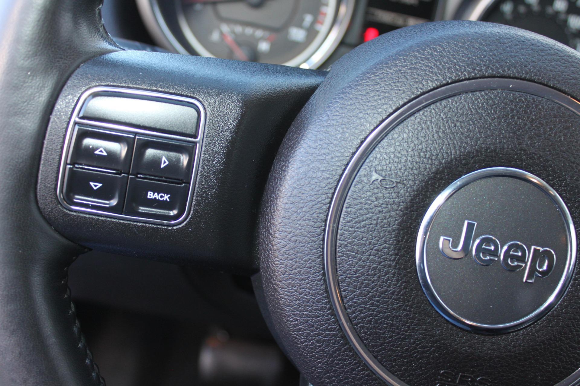 Used-2011-Jeep-Grand-Cherokee-Laredo-XJ