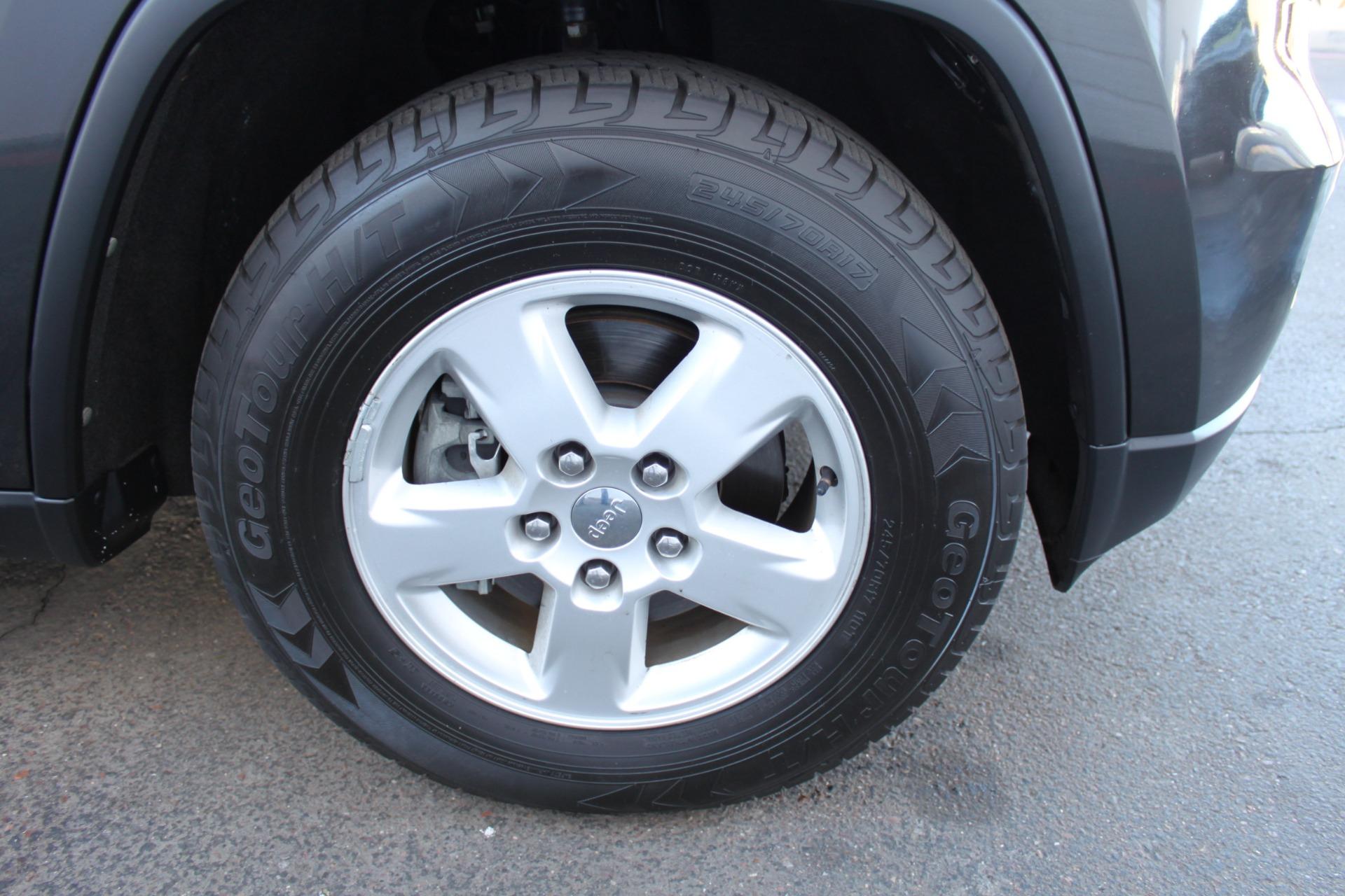 Used-2011-Jeep-Grand-Cherokee-Laredo-Fiat