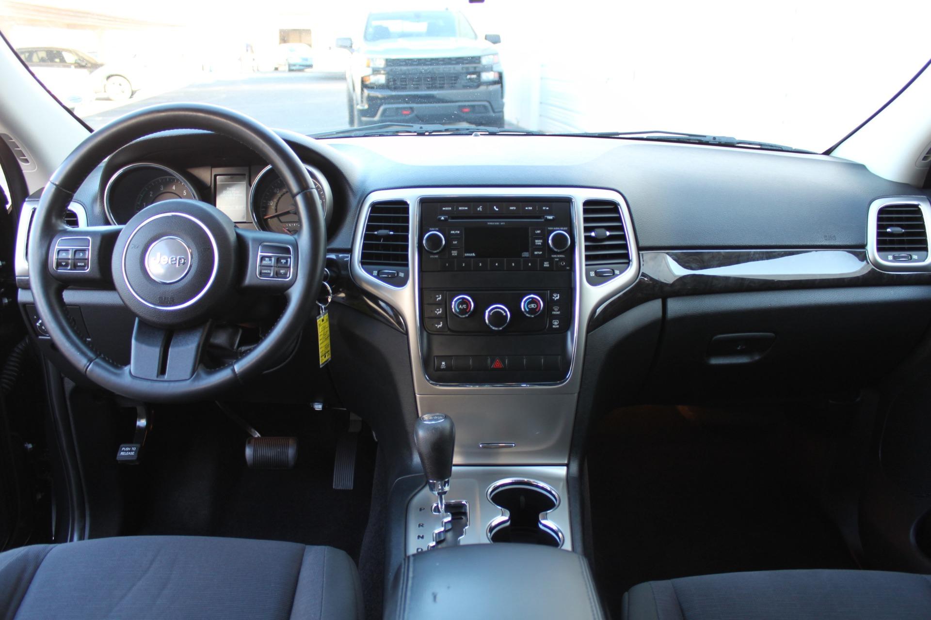 Used-2011-Jeep-Grand-Cherokee-Laredo-vintage