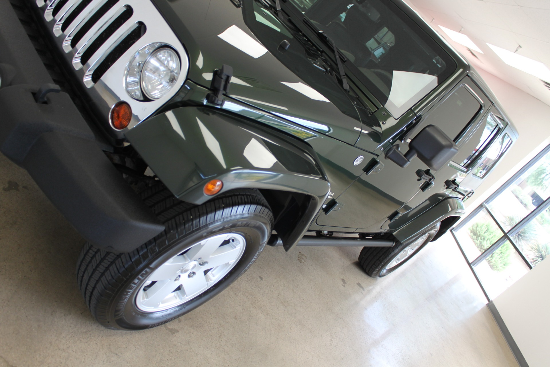 Used-2010-Jeep-Wrangler-Unlimited-Sahara-4X4-Grand-Cherokee