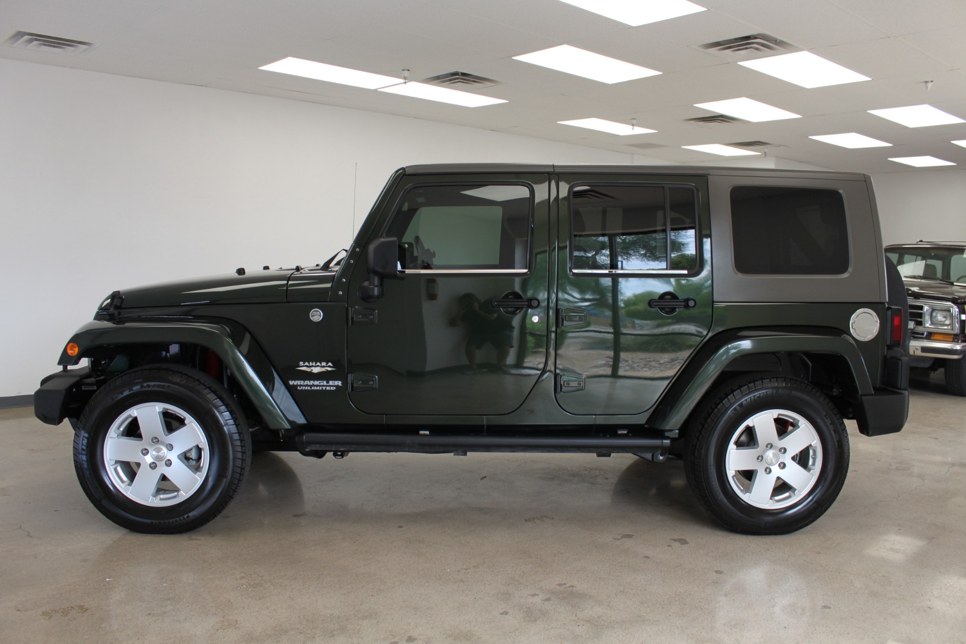 Used-2010-Jeep-Wrangler-Unlimited-Sahara-4X4-Grand-Wagoneer