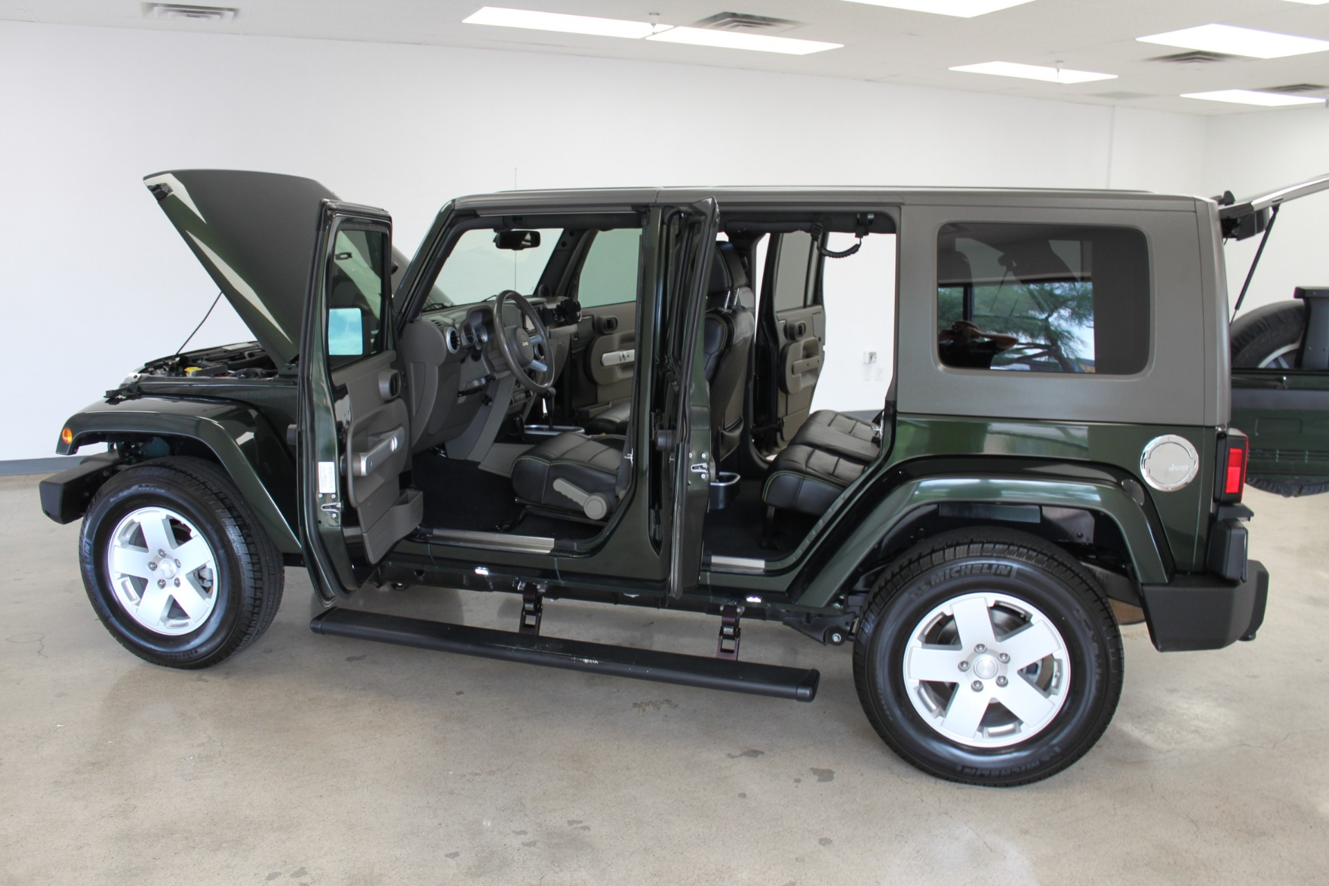 Used-2010-Jeep-Wrangler-Unlimited-Sahara-4X4-Ford