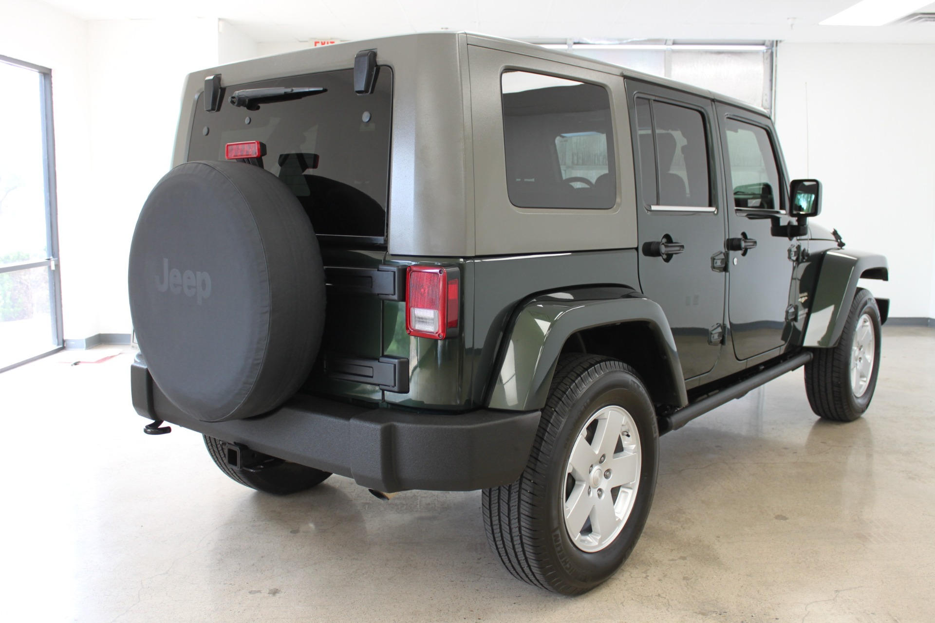 Used-2010-Jeep-Wrangler-Unlimited-Sahara-4X4-Classic
