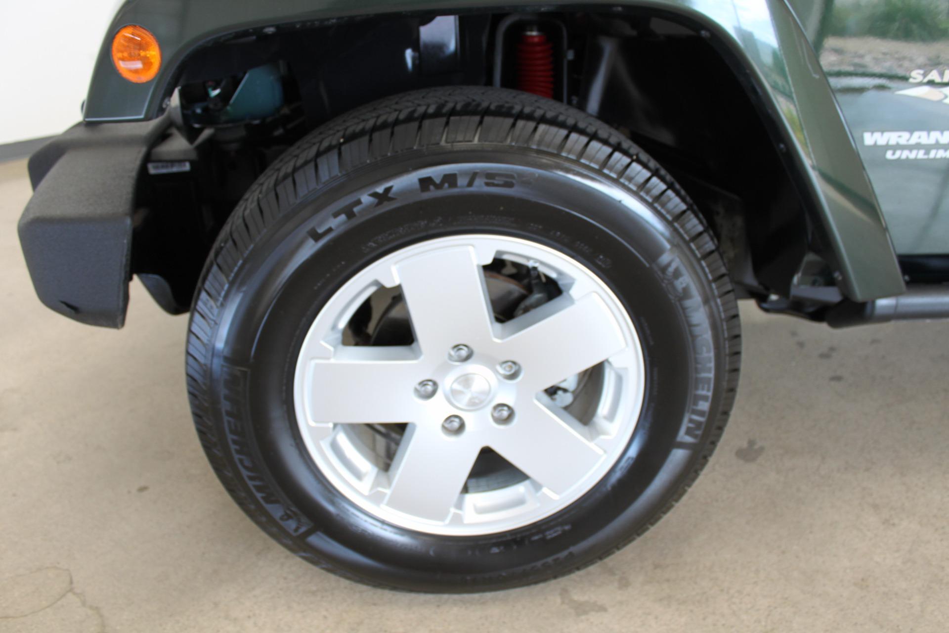 Used-2010-Jeep-Wrangler-Unlimited-Sahara-4X4-Land-Cruiser