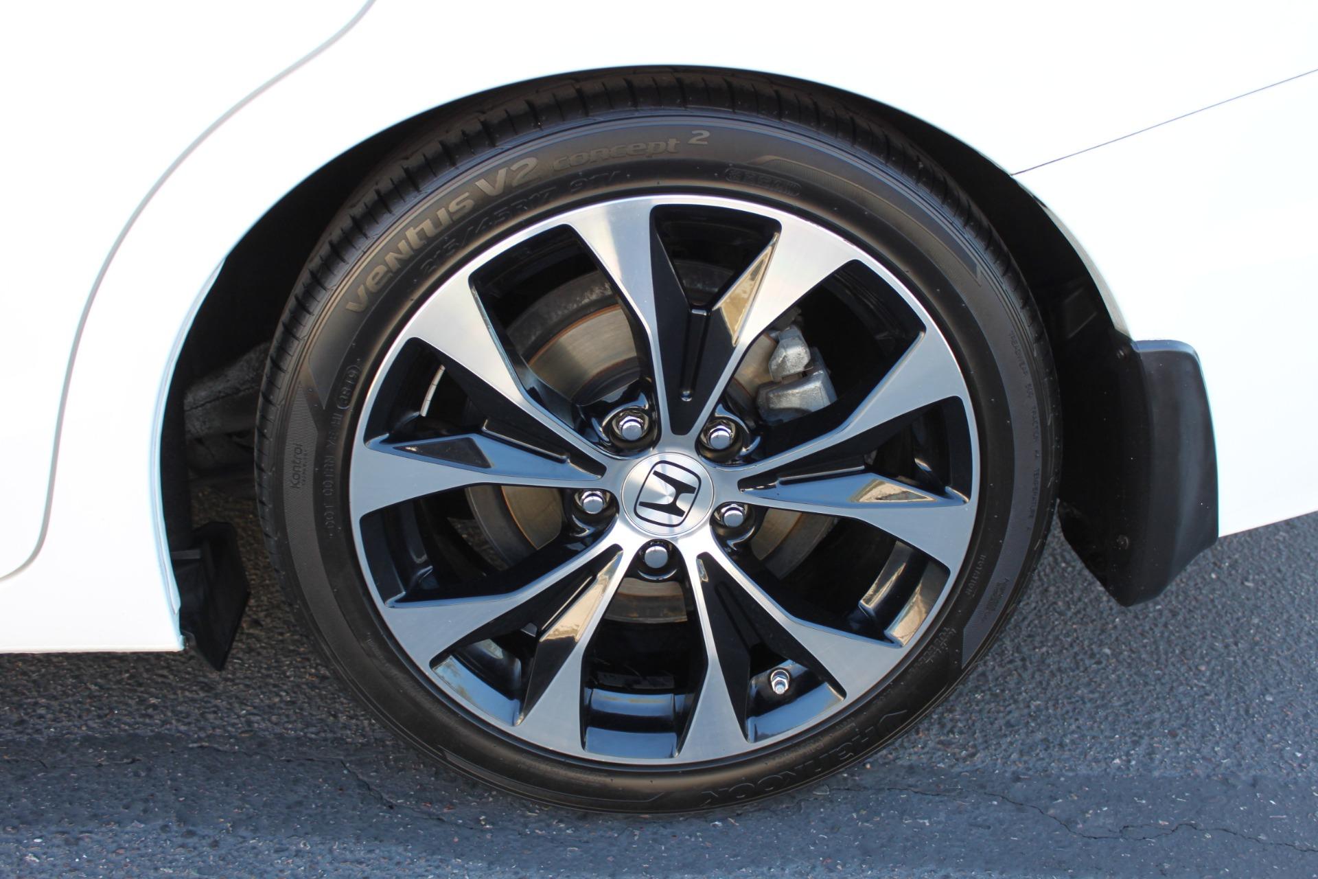 Used-2013-Honda-Civic-Sedan-Si-XJ
