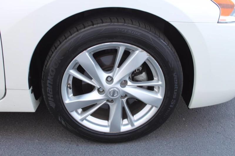 Used-2014-Nissan-Altima-25-SL-Mercedes-Benz
