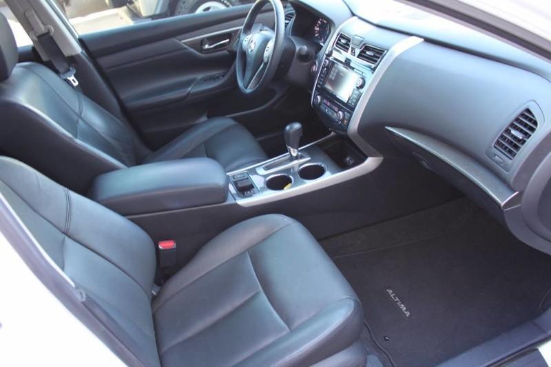 Used-2014-Nissan-Altima-25-SL-Chrysler