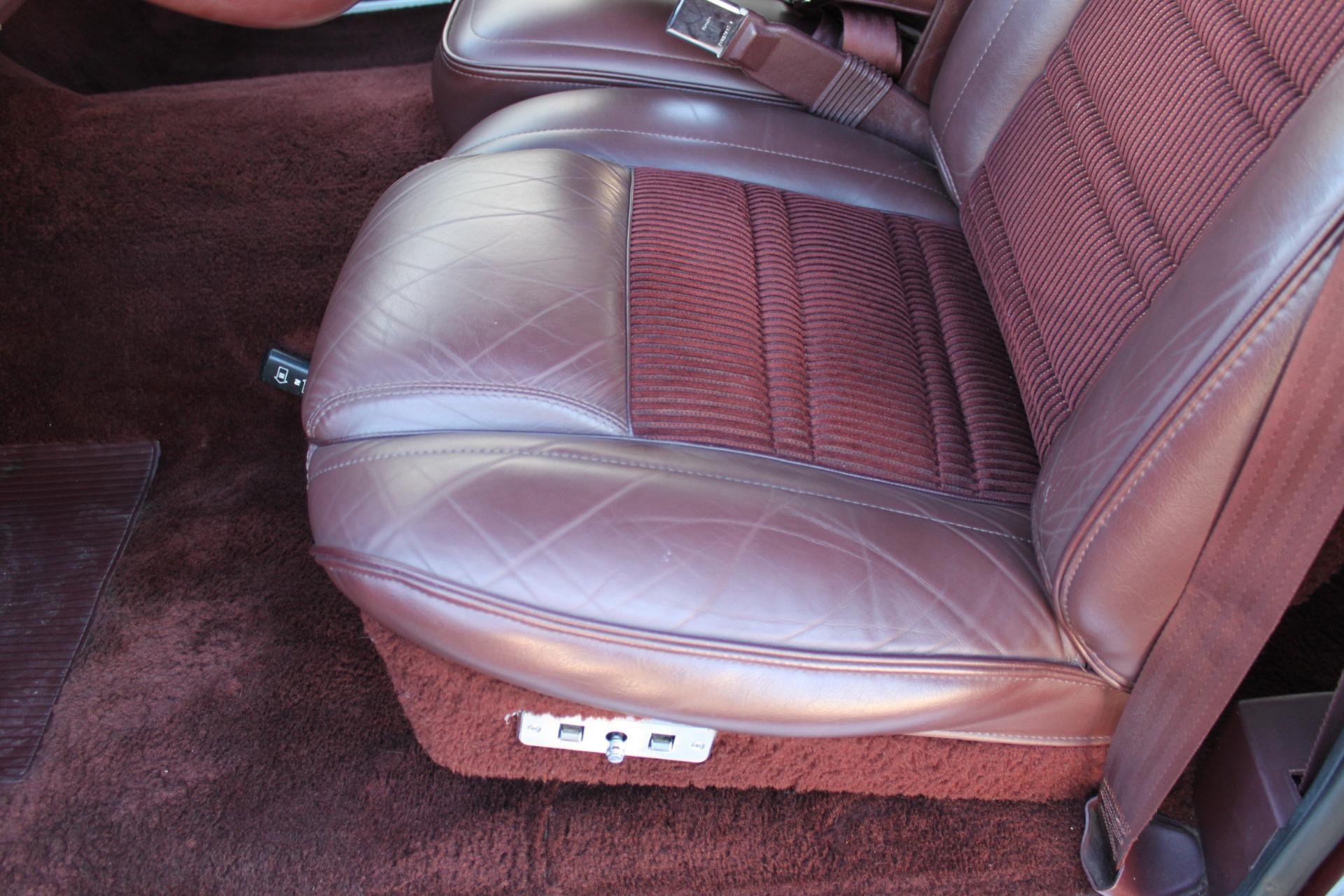 Used-1988-Jeep-Grand-Wagoneer-Classic