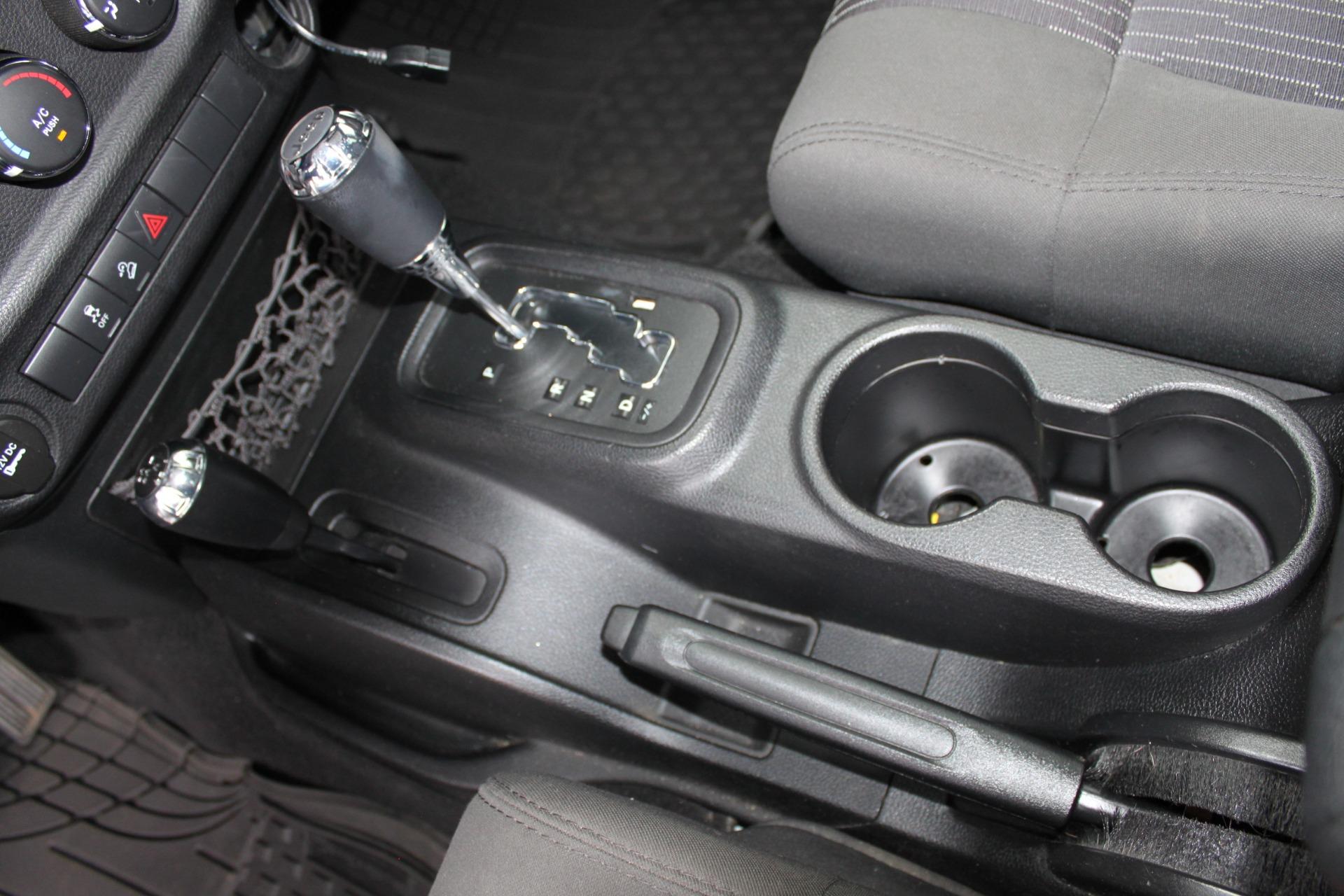 Used-2012-Jeep-Wrangler-Freedom-Edition-4X4-Range-Rover