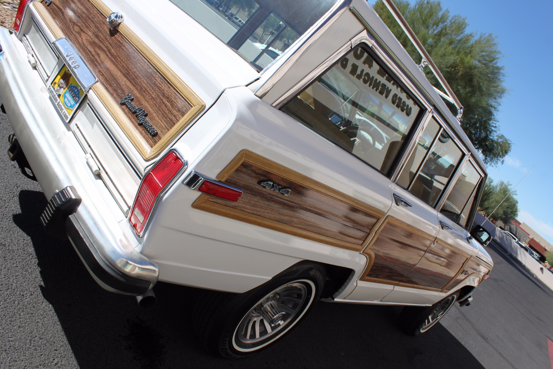 Used-1988-Jeep-Grand-Wagoneer-Limited-4X4-Audi