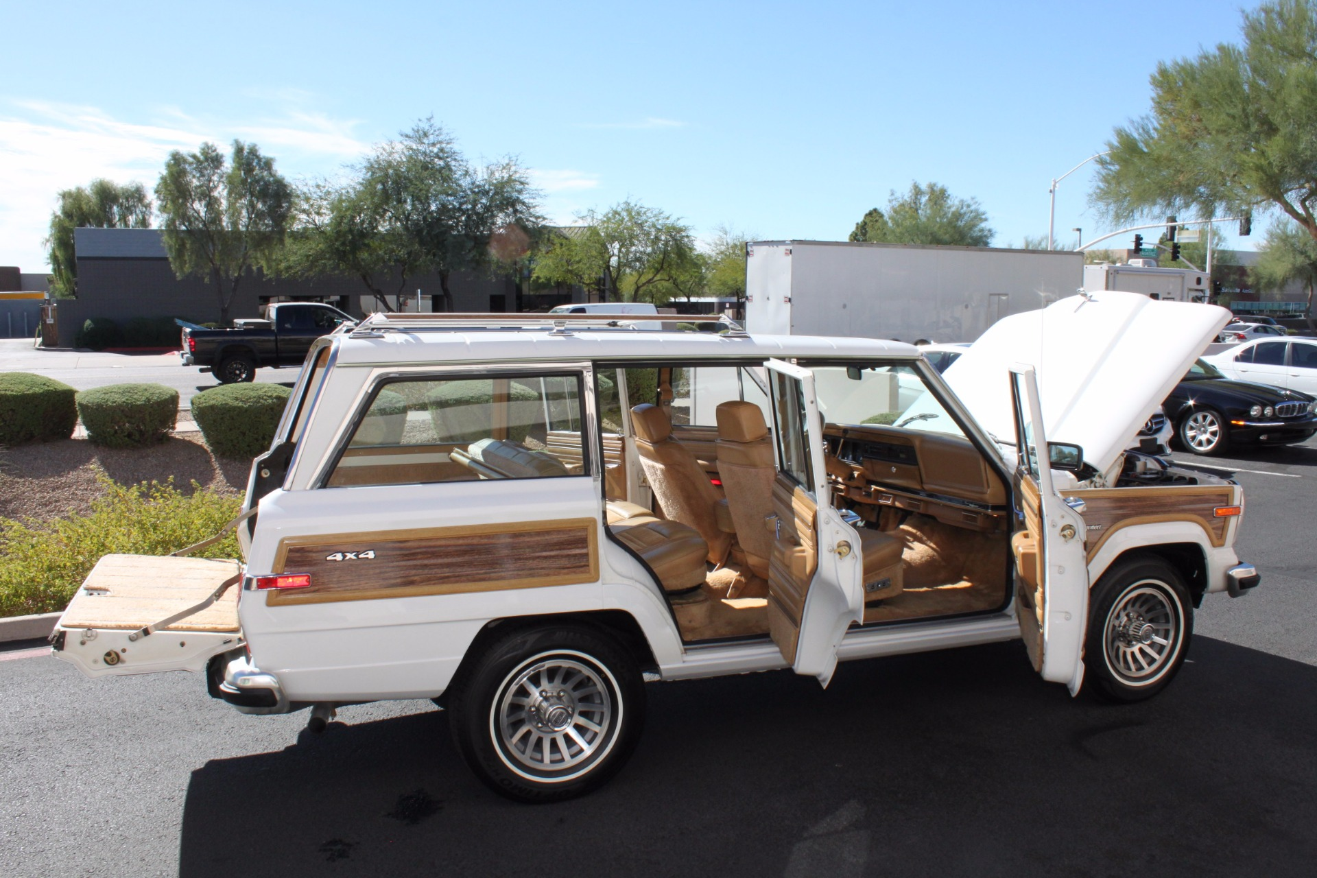 Used-1988-Jeep-Grand-Wagoneer-Limited-4X4-Tesla