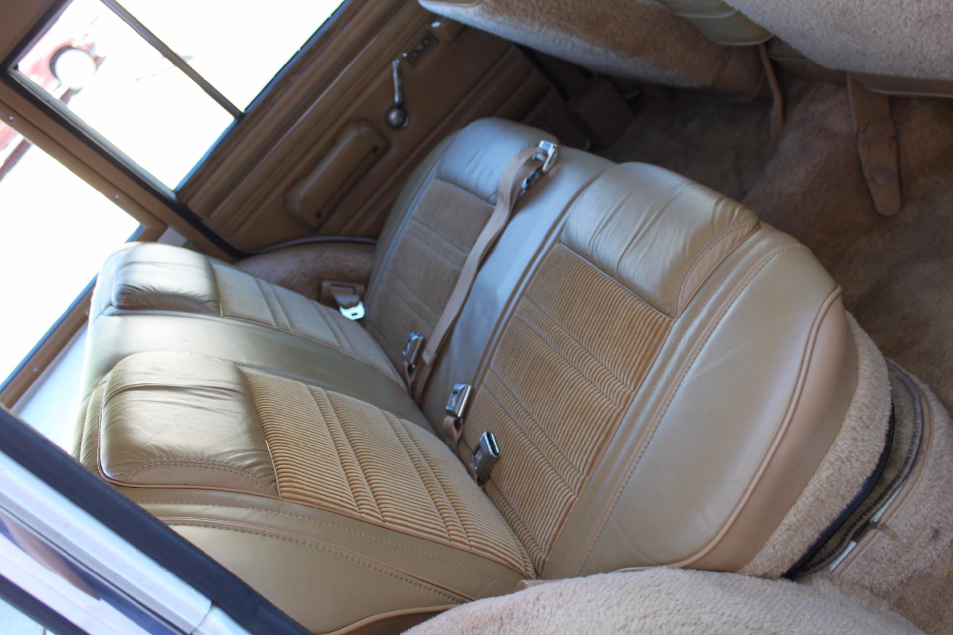 Used-1988-Jeep-Grand-Wagoneer-Limited-4X4-Land-Cruiser