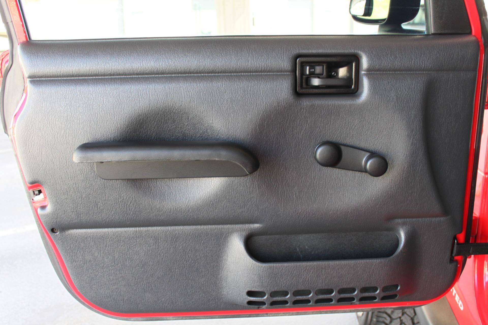 Used-2006-Jeep-Wrangler-4X4-LJ-Unlimited-LWB-Ferrari