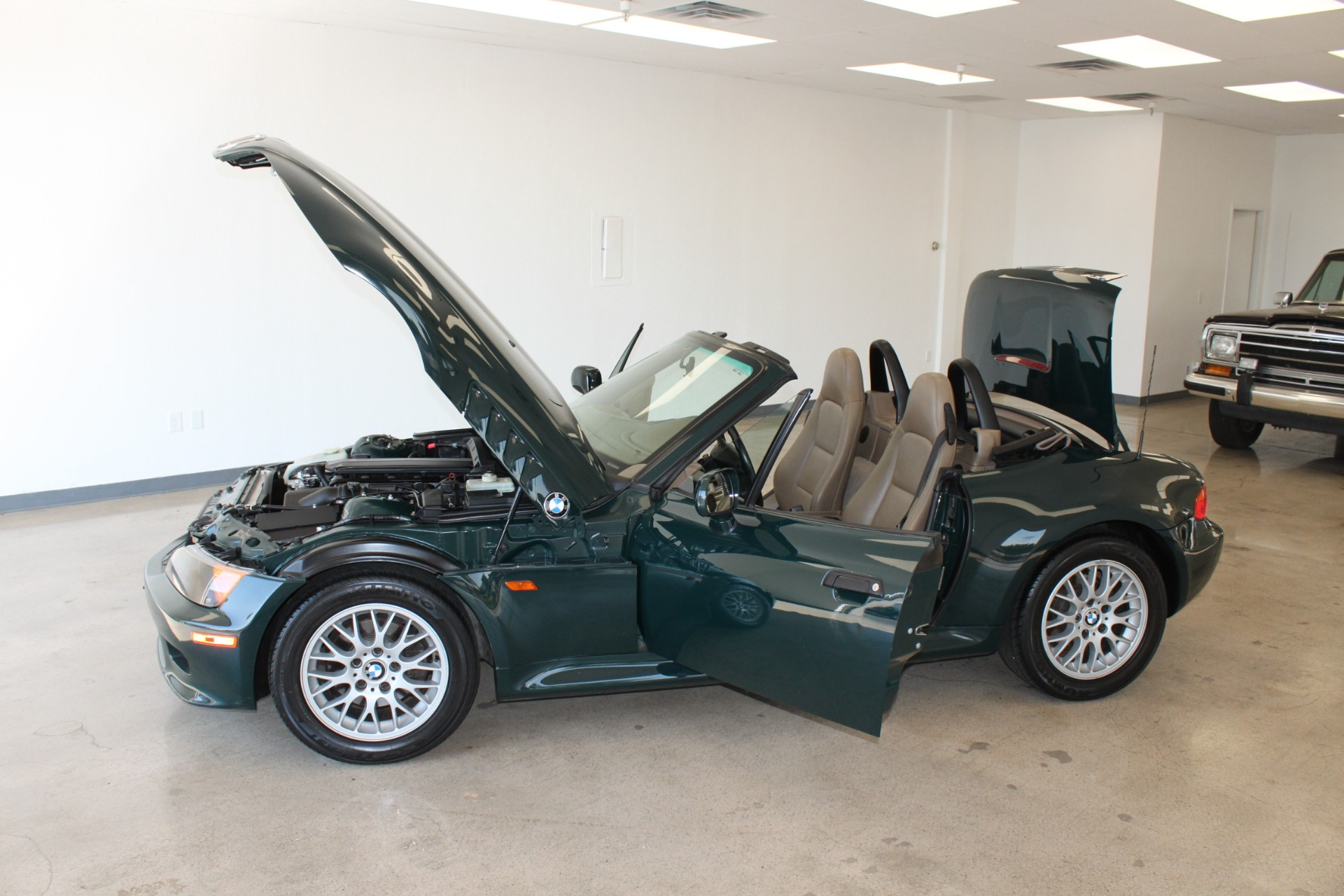 Used-1999-BMW-Z3-25L-Land-Rover