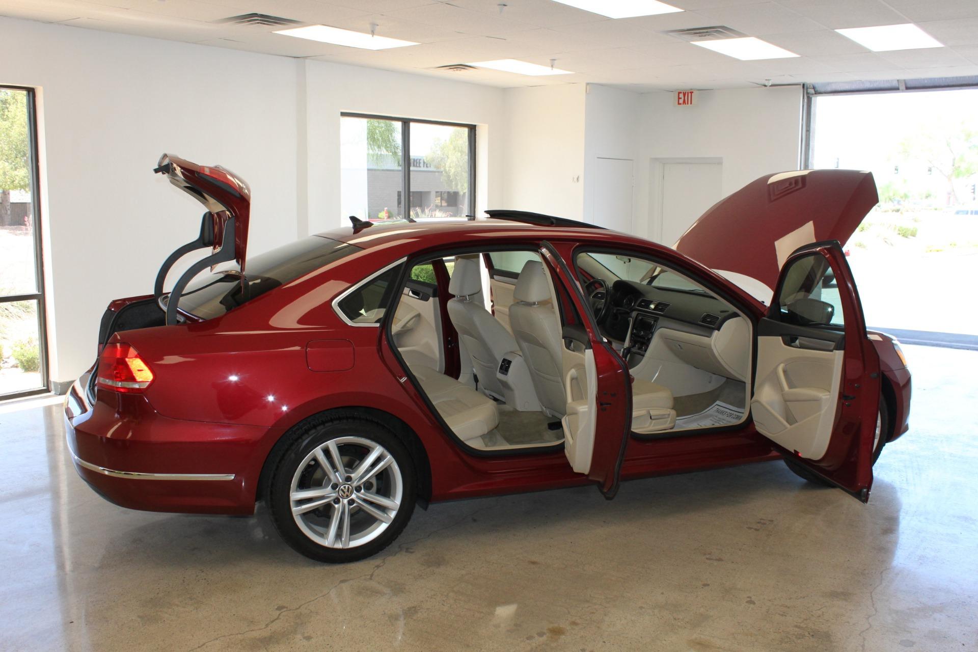 Used-2015-Volkswagen-Passat-18T-SE-w/Sunroof---Nav-Honda