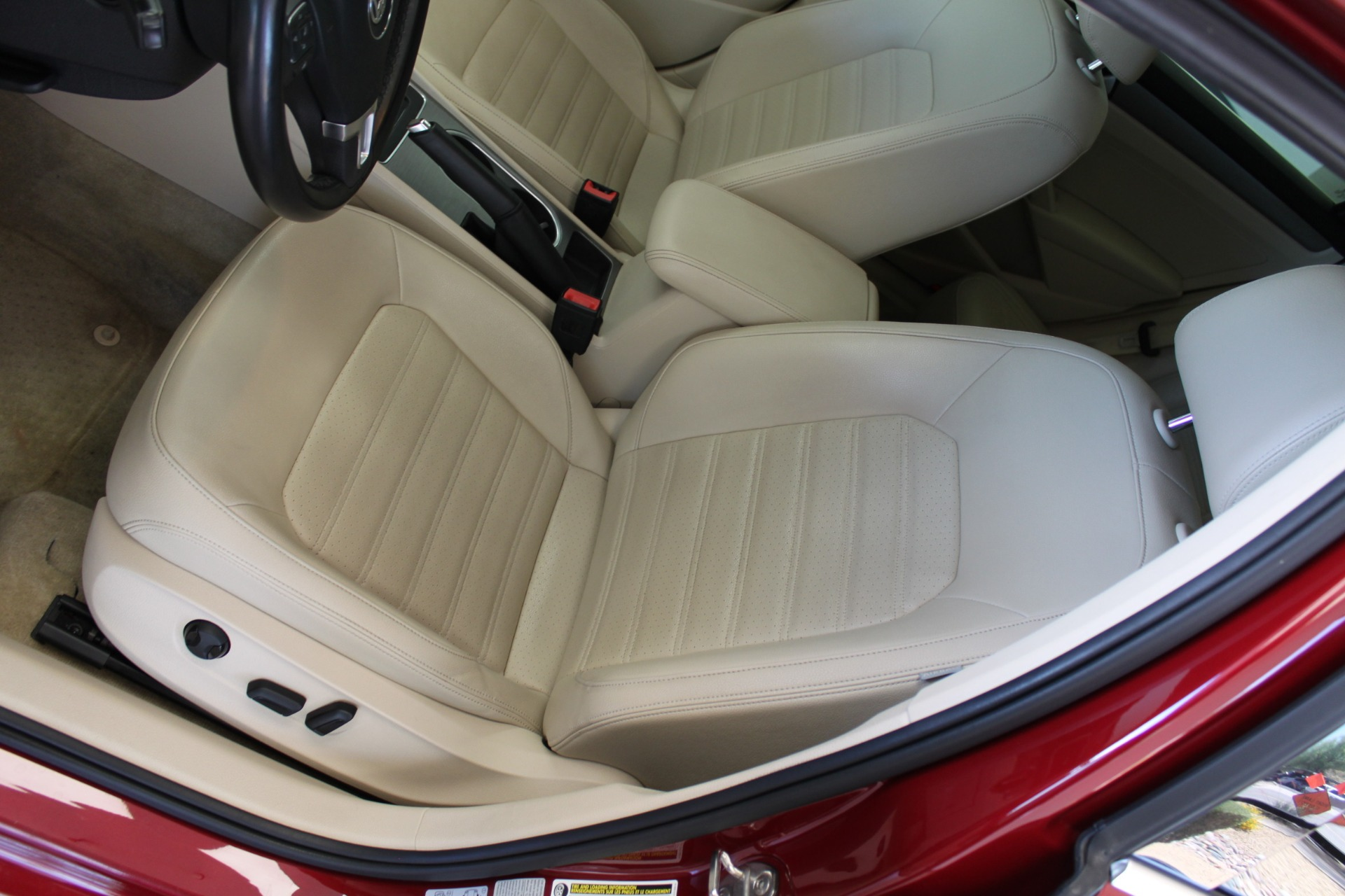 Used-2015-Volkswagen-Passat-18T-SE-w/Sunroof---Nav-Ferrari