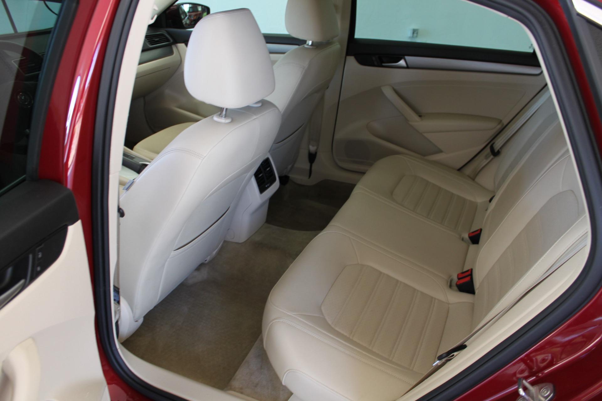 Used-2015-Volkswagen-Passat-18T-SE-w/Sunroof---Nav-Mercedes-Benz