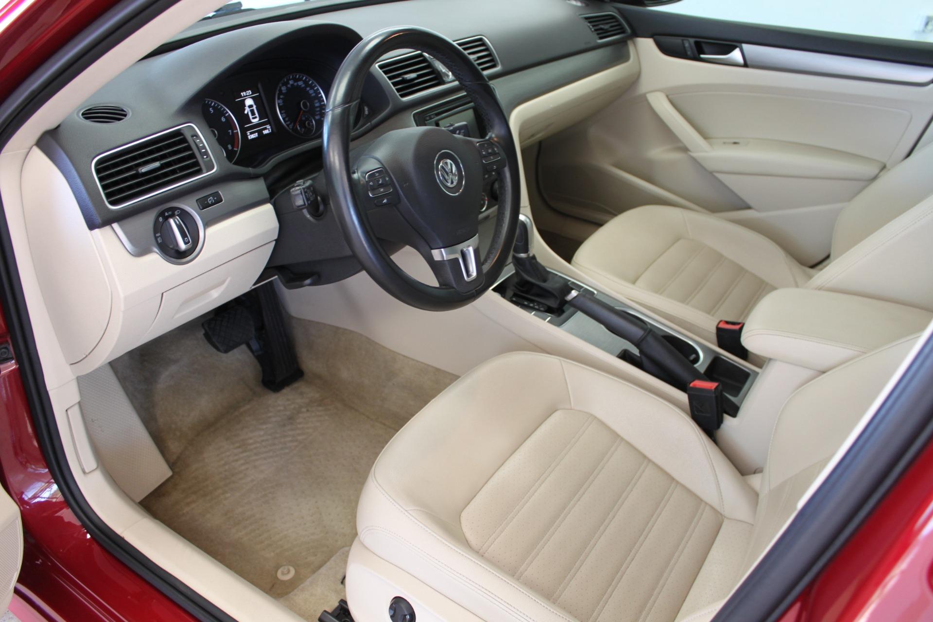 Used-2015-Volkswagen-Passat-18T-SE-w/Sunroof---Nav-Collector