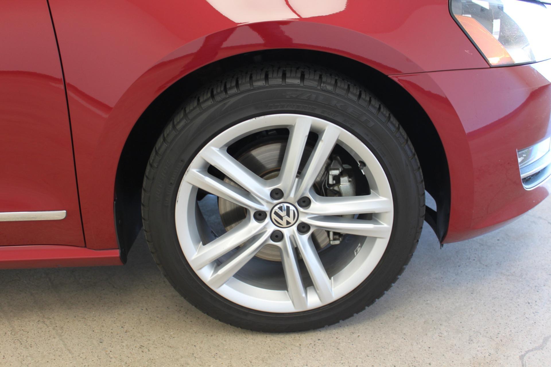 Used-2015-Volkswagen-Passat-18T-SE-w/Sunroof---Nav-Chevelle