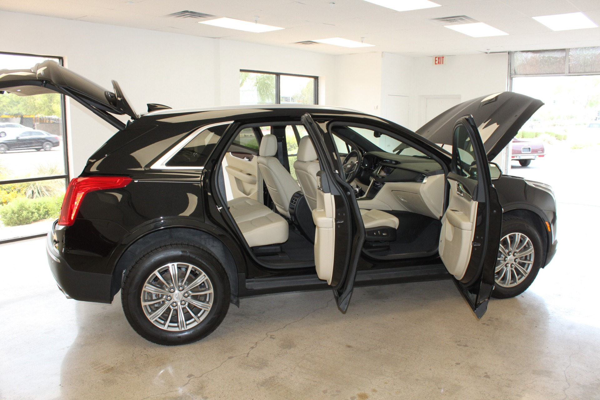 Used-2017-Cadillac-XT5-Luxury-All-Wheel-Drive-Luxury-AWD-Lamborghini