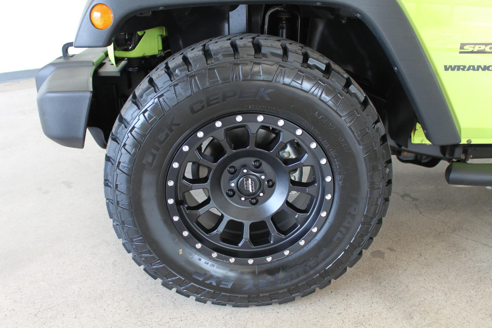 Used-2016-Jeep-Wrangler-Sport-LS400