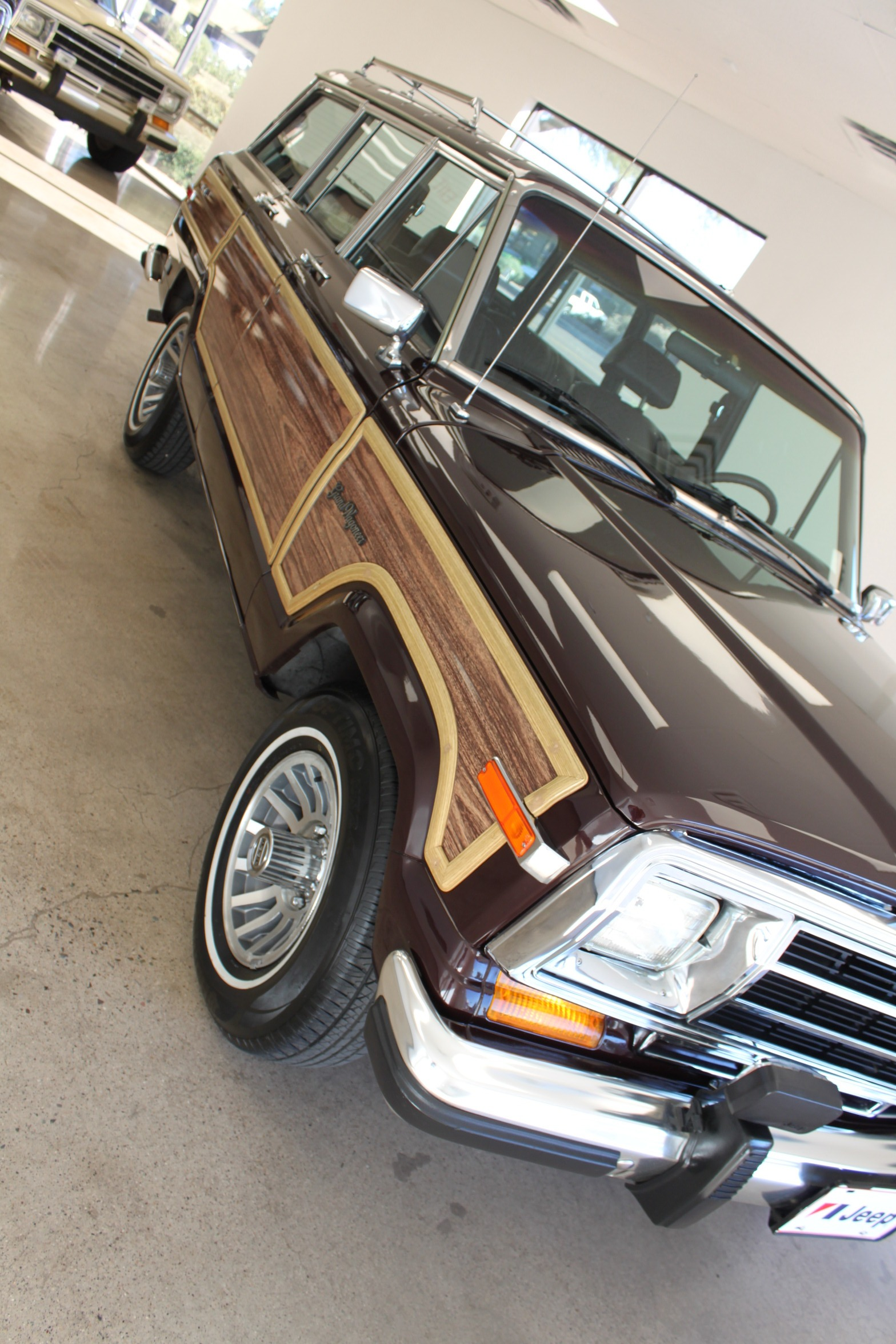 Used-1989-Jeep-Grand-Wagoneer-Limited-4X4-New-Nissan-Dealership-Lake-County