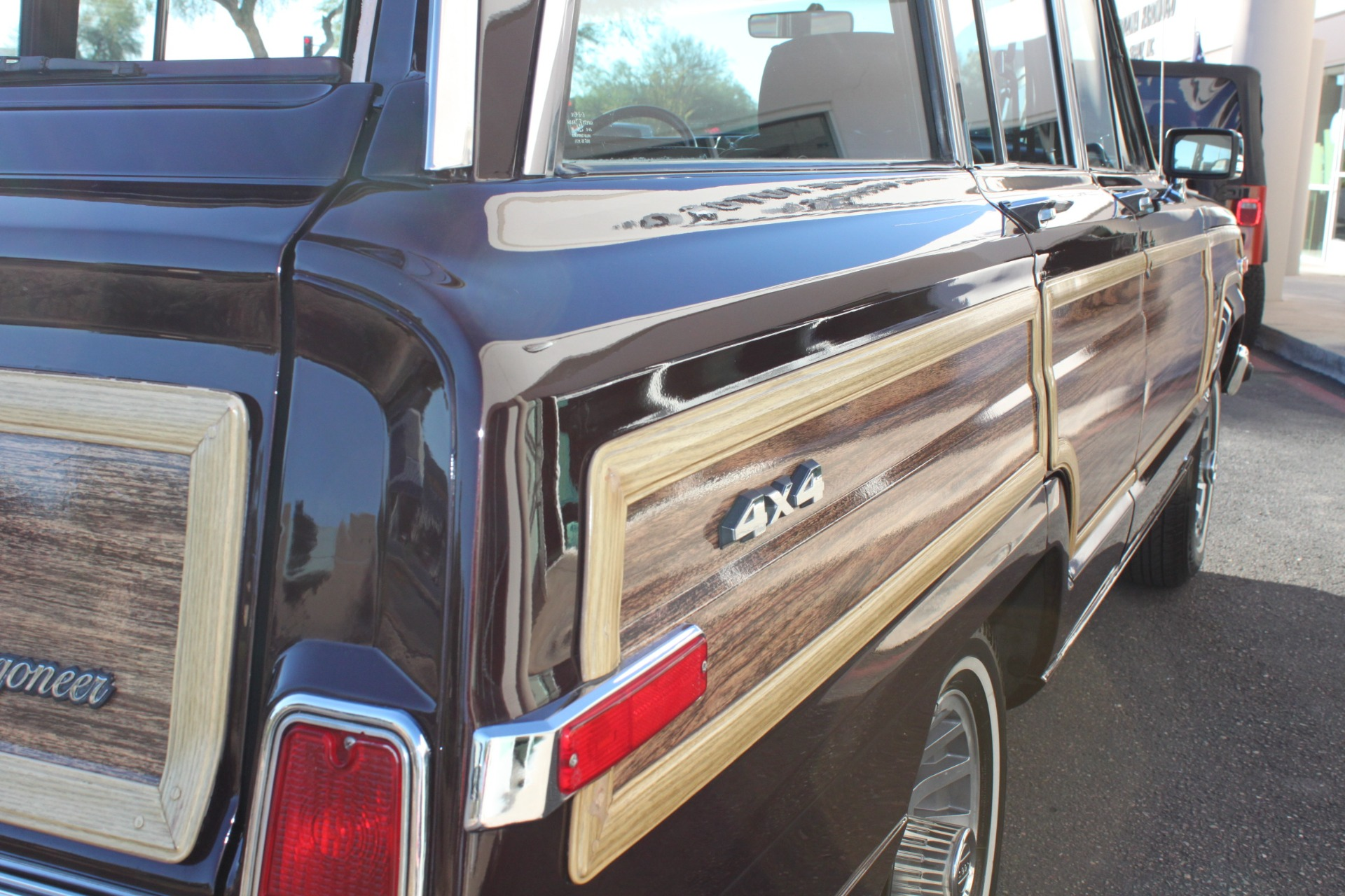 Used-1989-Jeep-Grand-Wagoneer-Limited-4X4-Service-shop-Libertyville